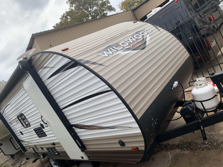 Wildwood 23ft travel trailer. Forest River Wildwood X-Lite 2018