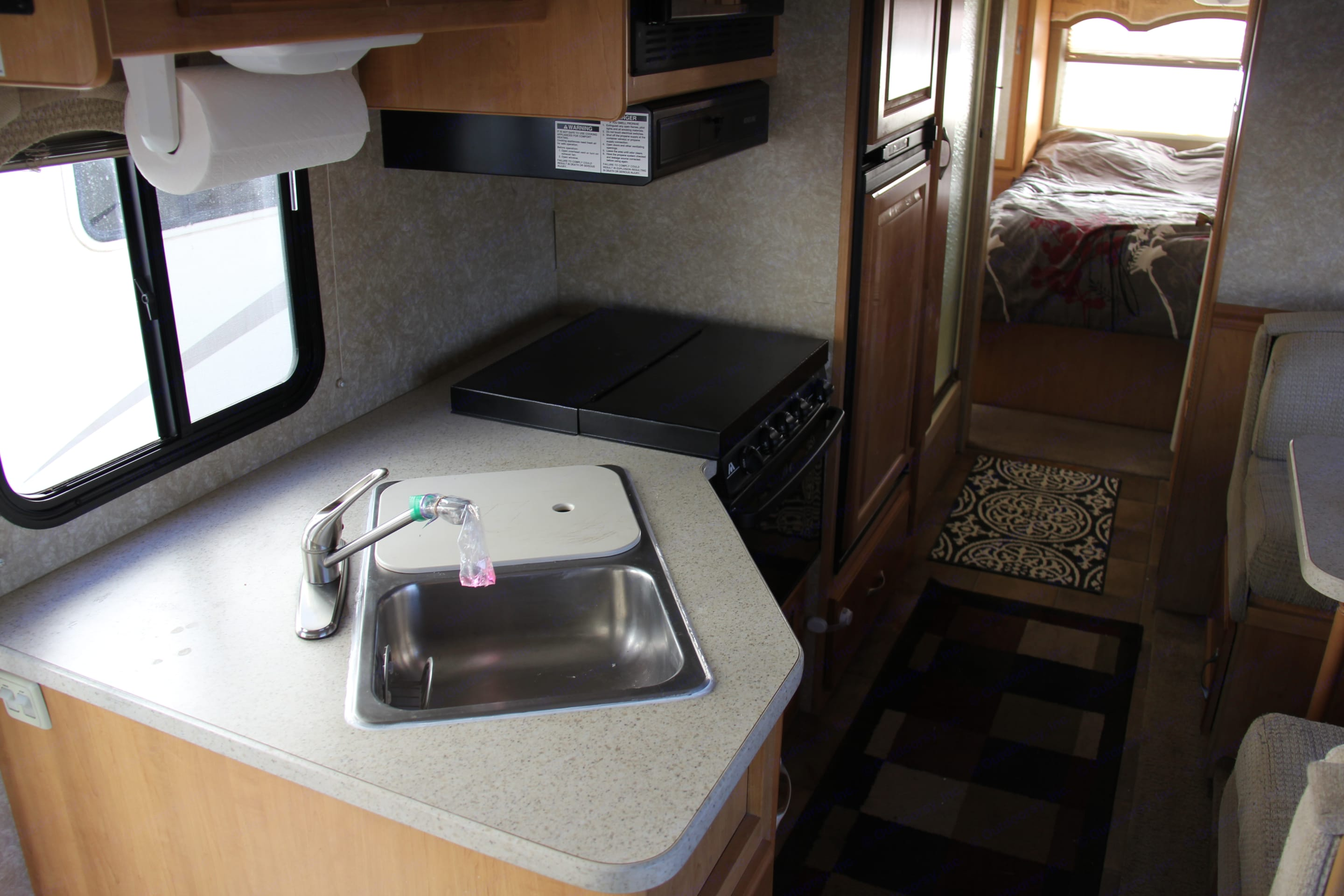 Nice functioning kitchen. Thor Motor Coach Chateau 2007
