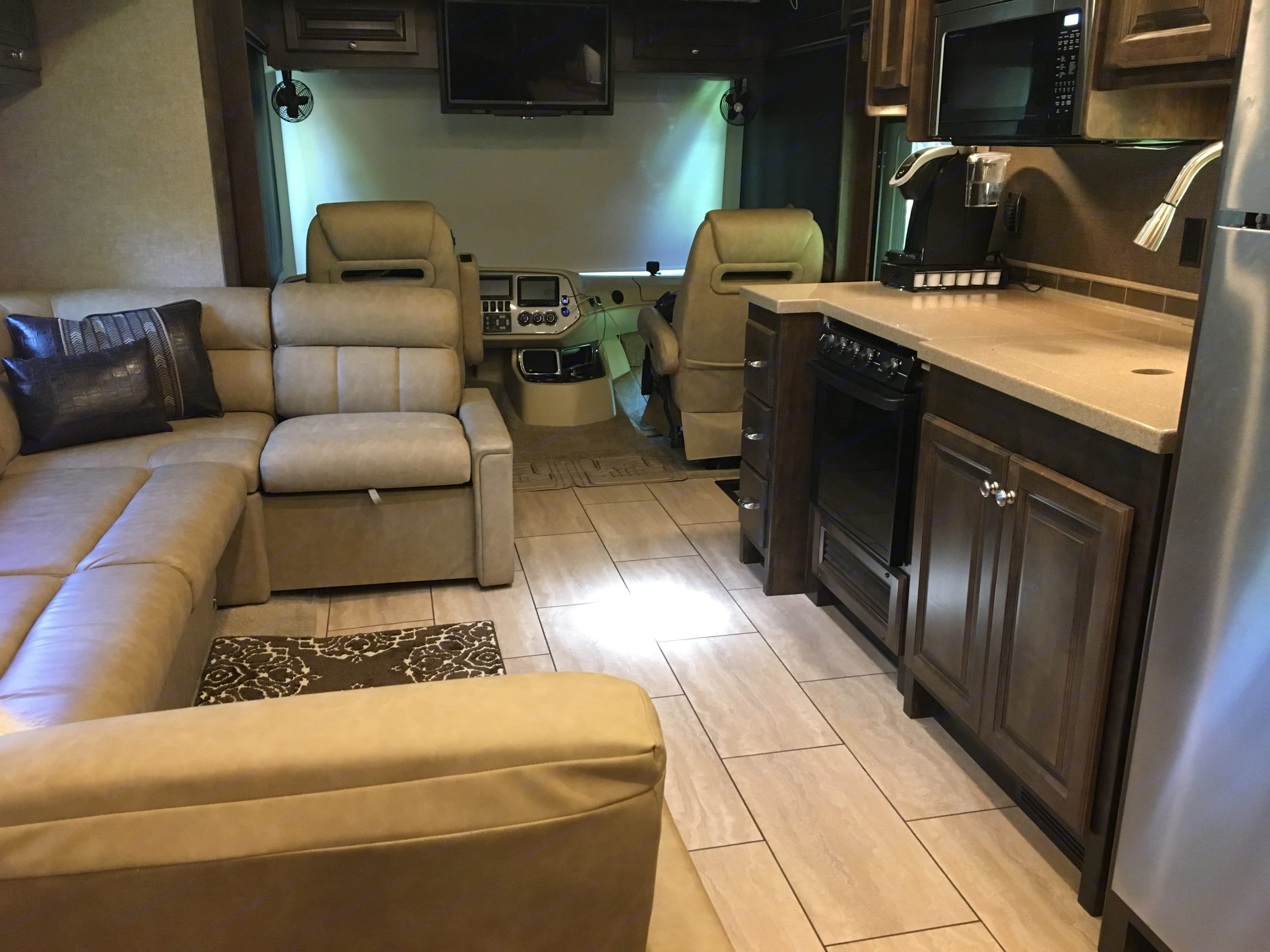 Everything you need at your fingertips. Tiffin Motorhomes Allegro 2017