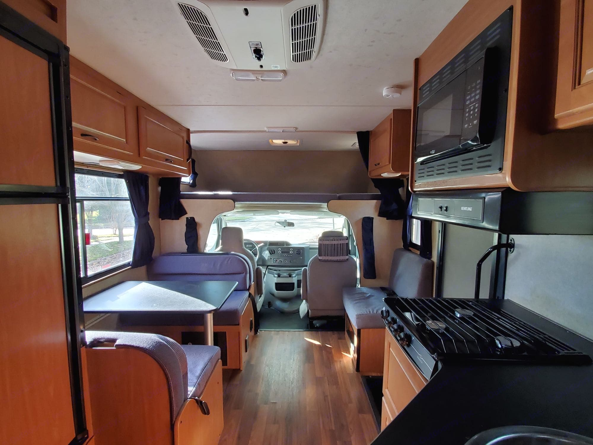 Interior living space feels large and open, with easy access to all amenities.. Thor Motor Coach Four Winds Majestic 2016