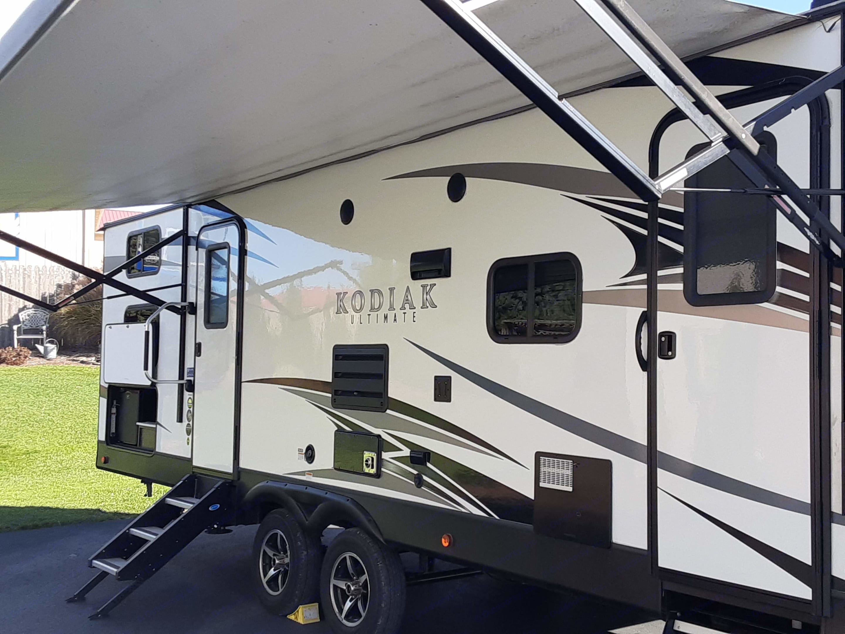 Electric awning with LED lighting. Provides plenty of protection from the sun. Hand-rail for convenient entrance.. Dutchmen Kodiak 2018