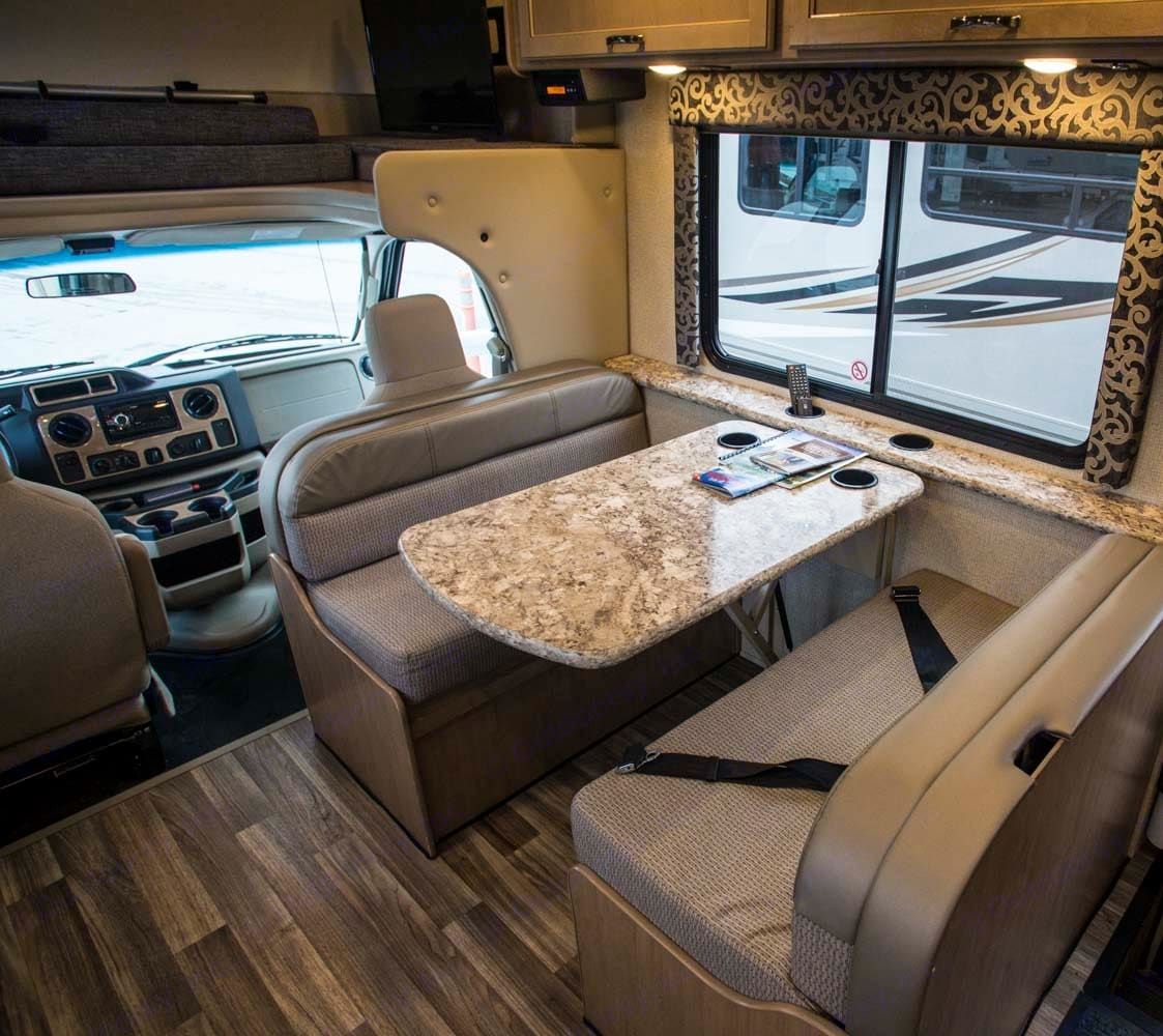 Dinette. Thor Motor Coach Four Winds 2019