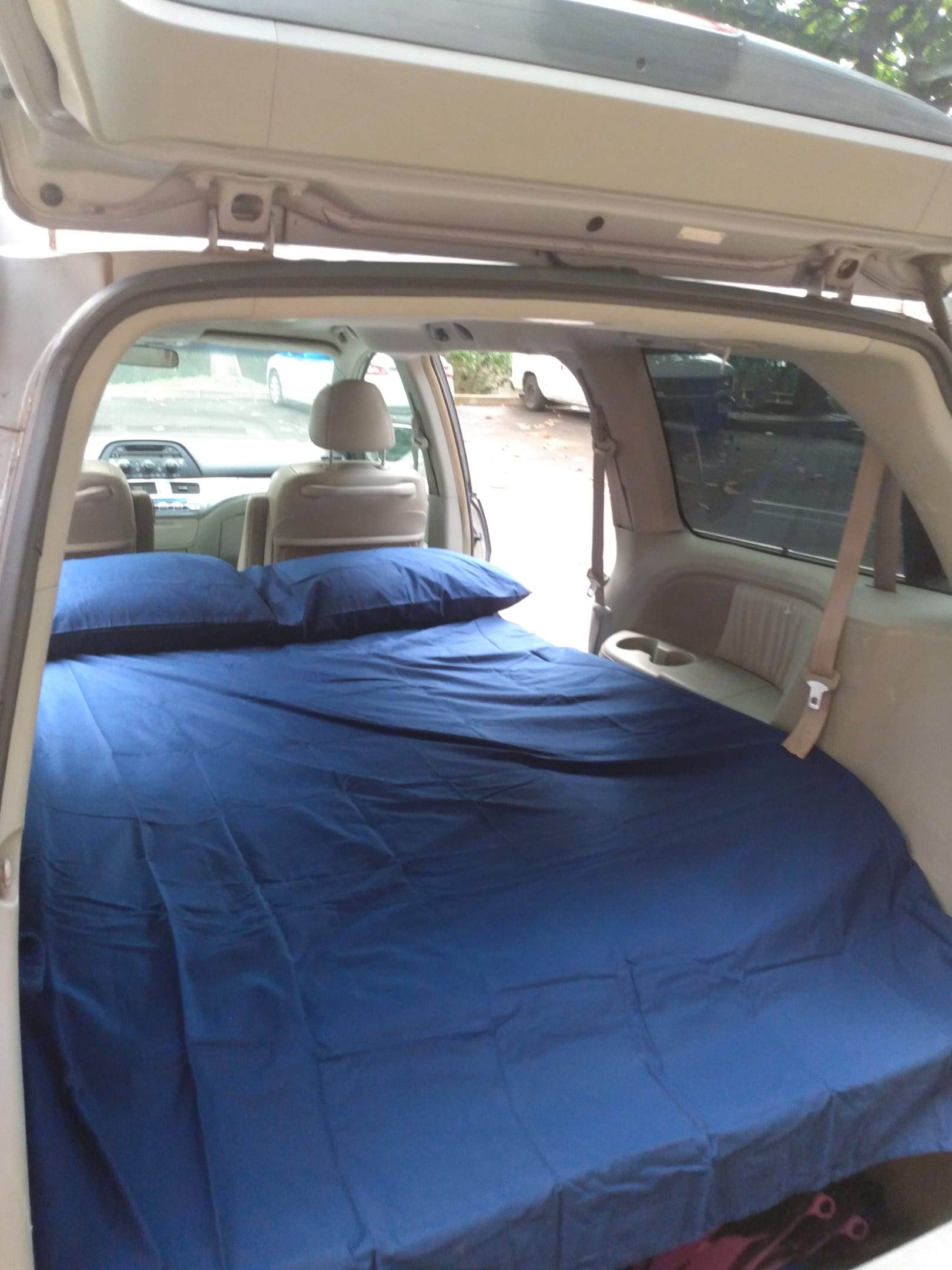 New full size 3-in memory foam mattress two pillows two towels and a sarong. Clean and comfy.. Honda Odyssey 2005