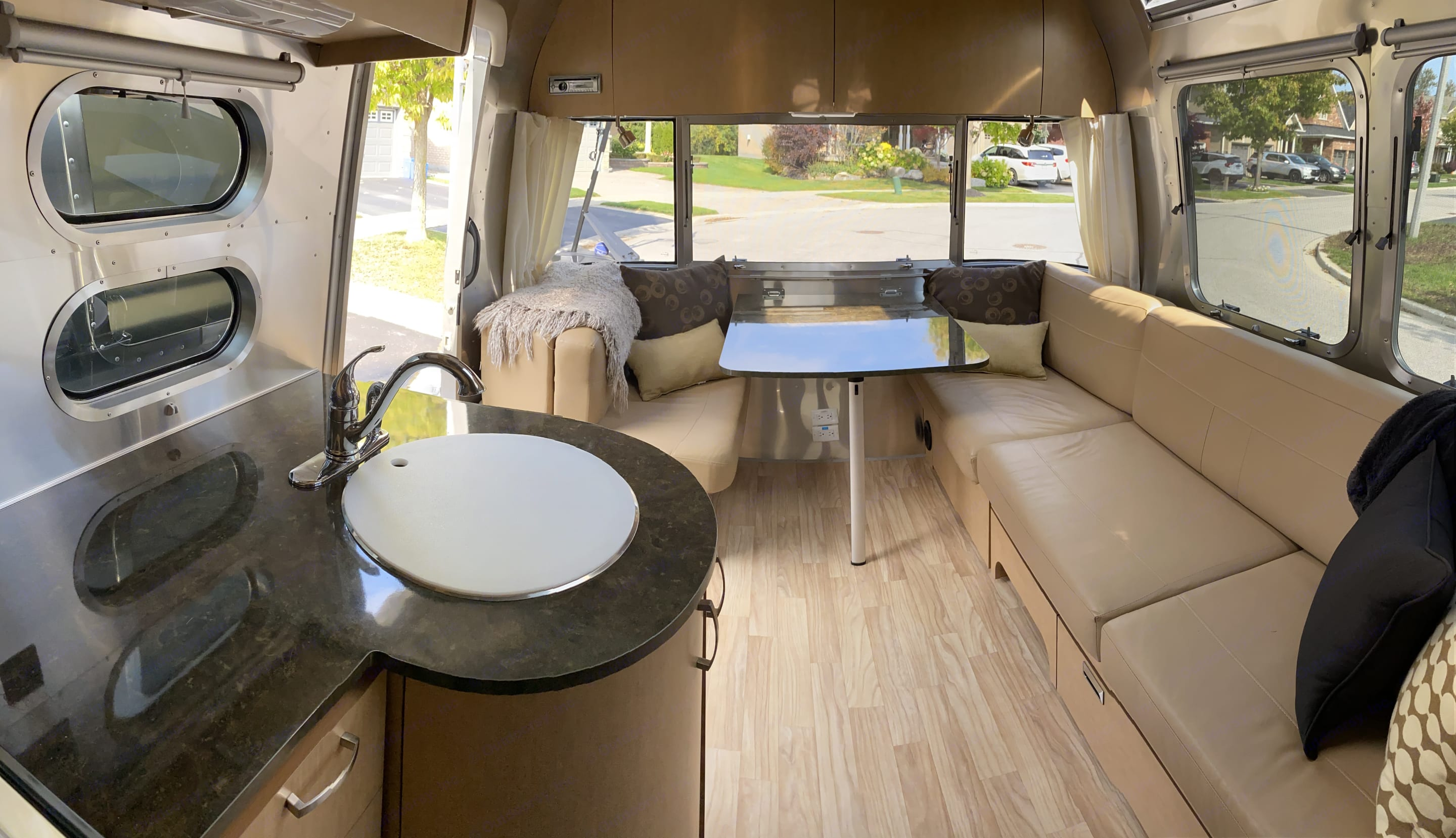 Enjoy bright and panoramic views from the large eating area and adjacent sitting area.. Airstream Flying Cloud 2016