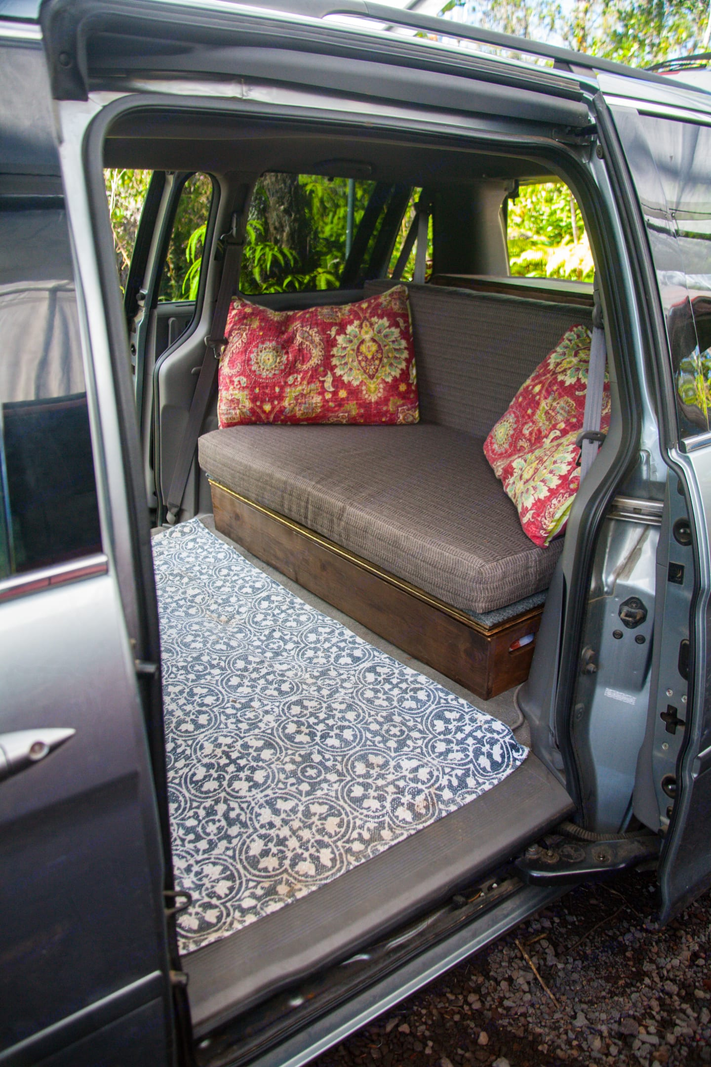 Bed made with room inside to escape rain or shine.. honda odyssey 2008