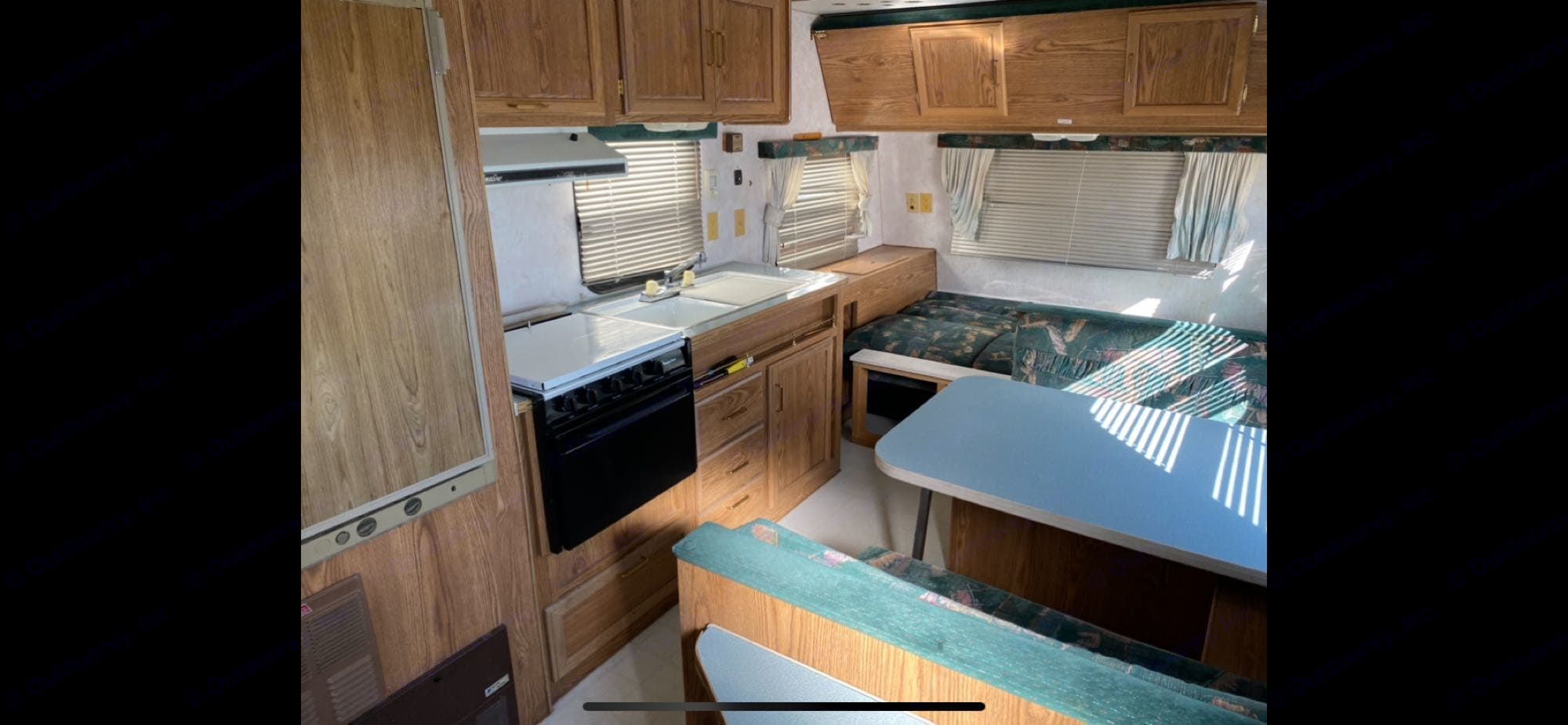 kitchen, dining areas. Fleetwood Prowler 1993