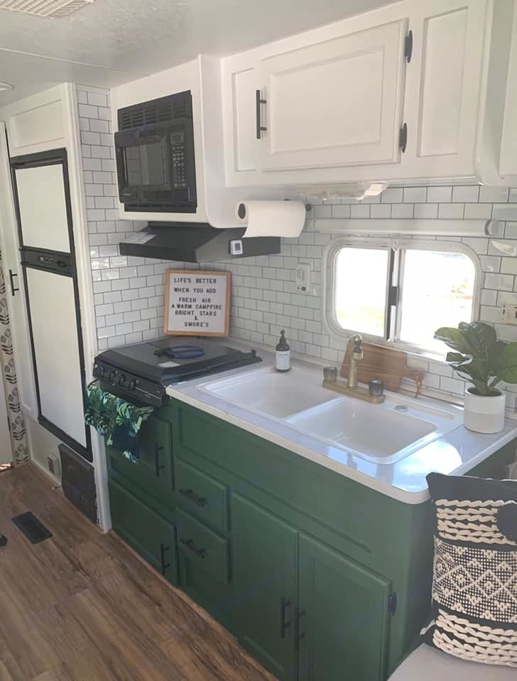 This cheery kitchen includes pots, pans, dishes, silverware, a microwave, 3 burner stove, fridge, a Keurig coffee maker and an air fryer. . Keystone Hornet Sport 2004