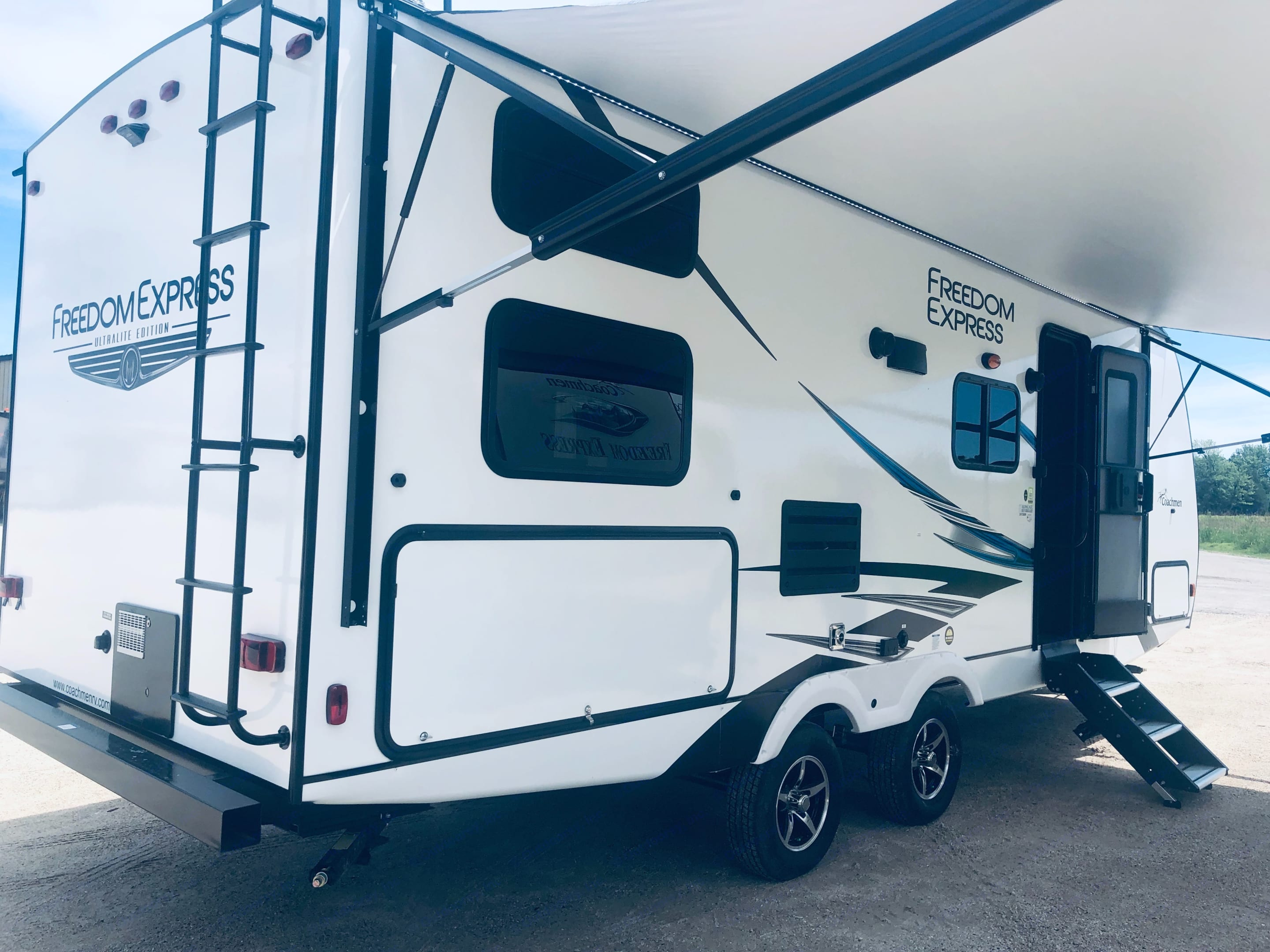 Manufactured in May 2019. Show-stopping 20ft motorized awning with LED lights.. Forest River Freedom 2020