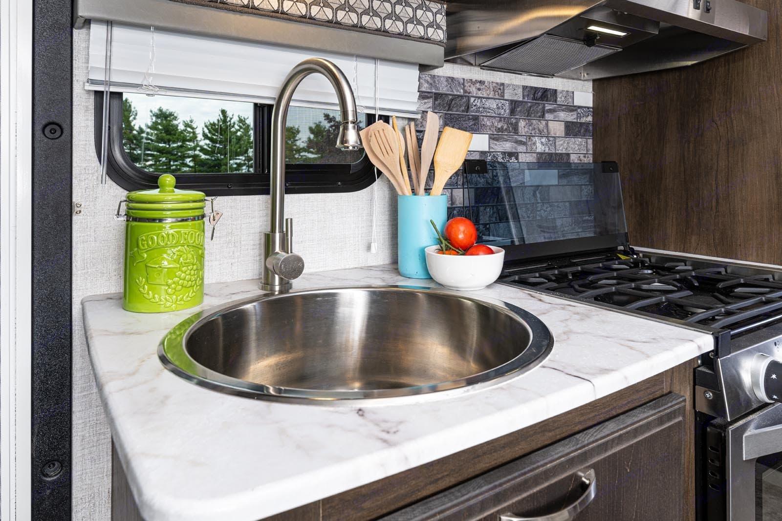 Large bowl kitchen sink!. Gulf Stream Conquest 2021