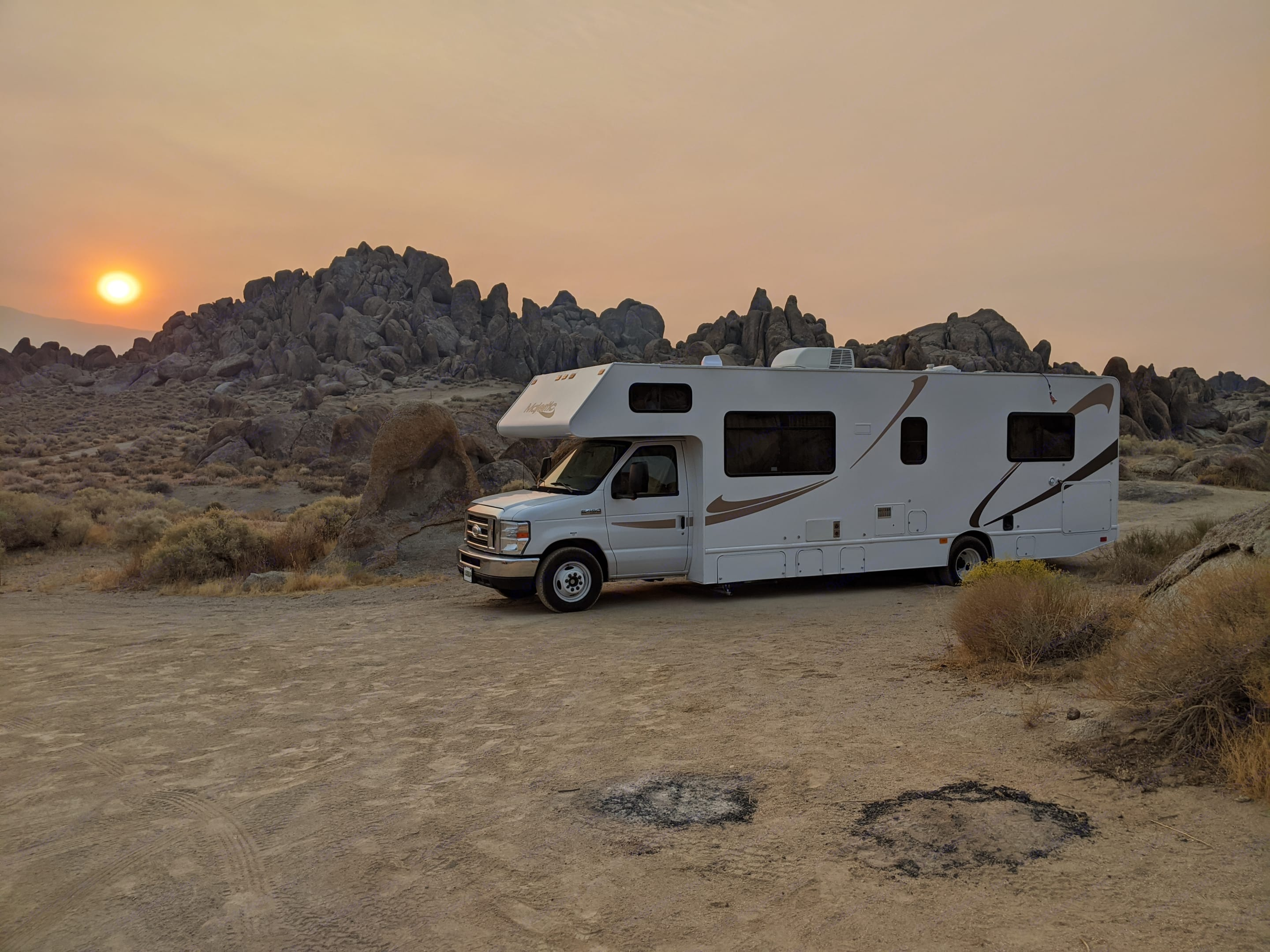 Our family boondocking adventure to Alabama Hills. Thor Motor Coach Four Winds Majestic 2015