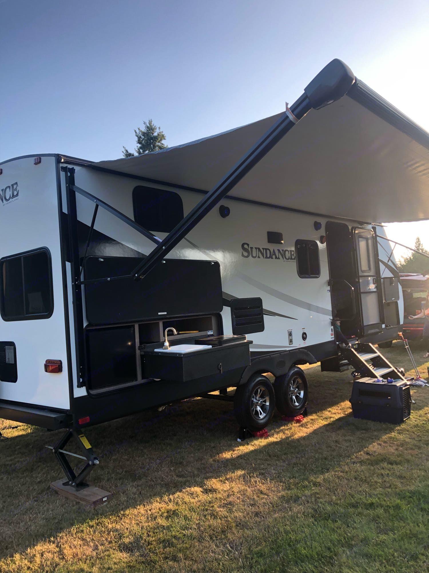 outdoor kitchen. Heartland Sundance 2019
