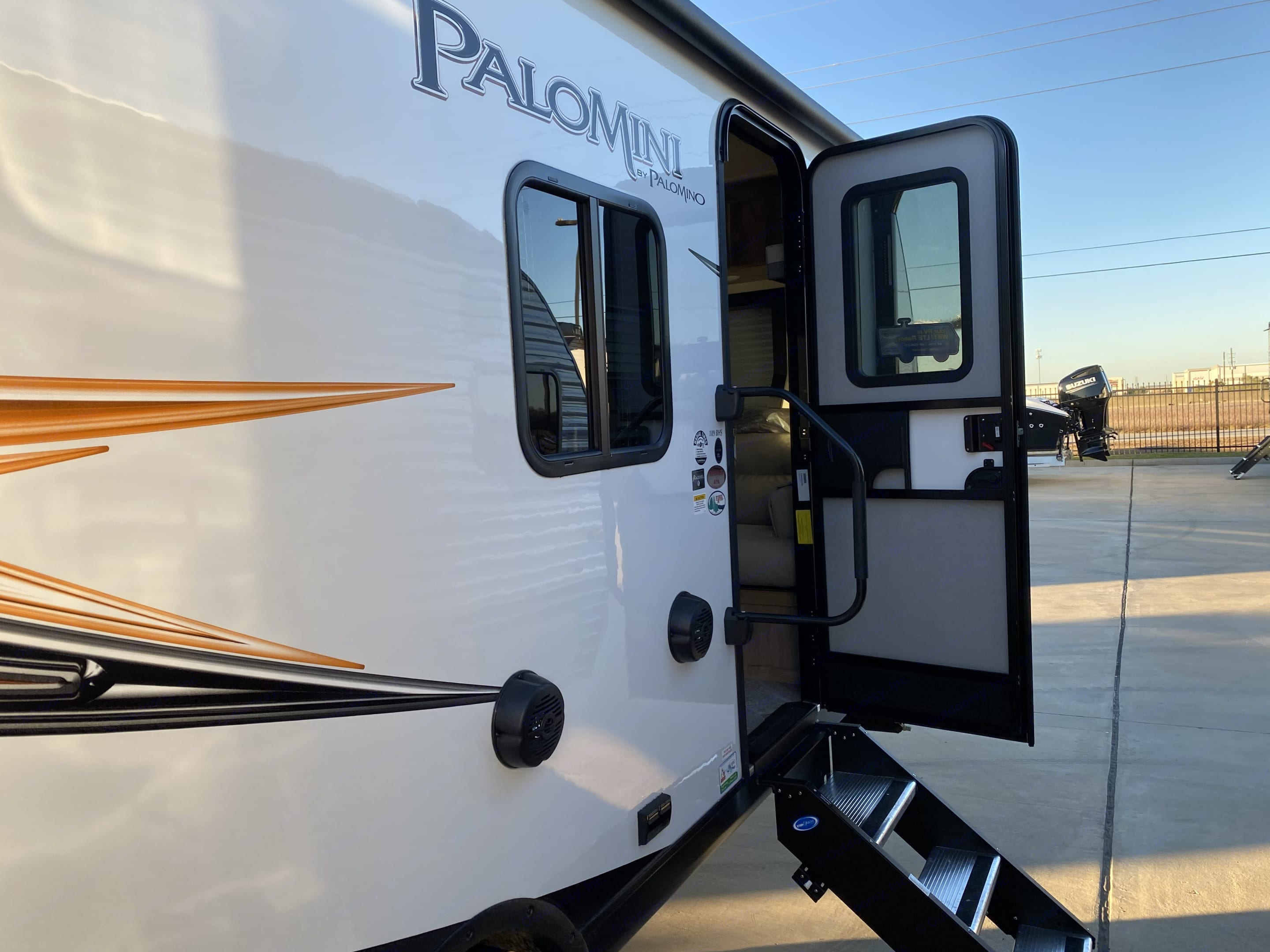Entry/exit door has sturdy staircase.. Palomino Palomini 2021