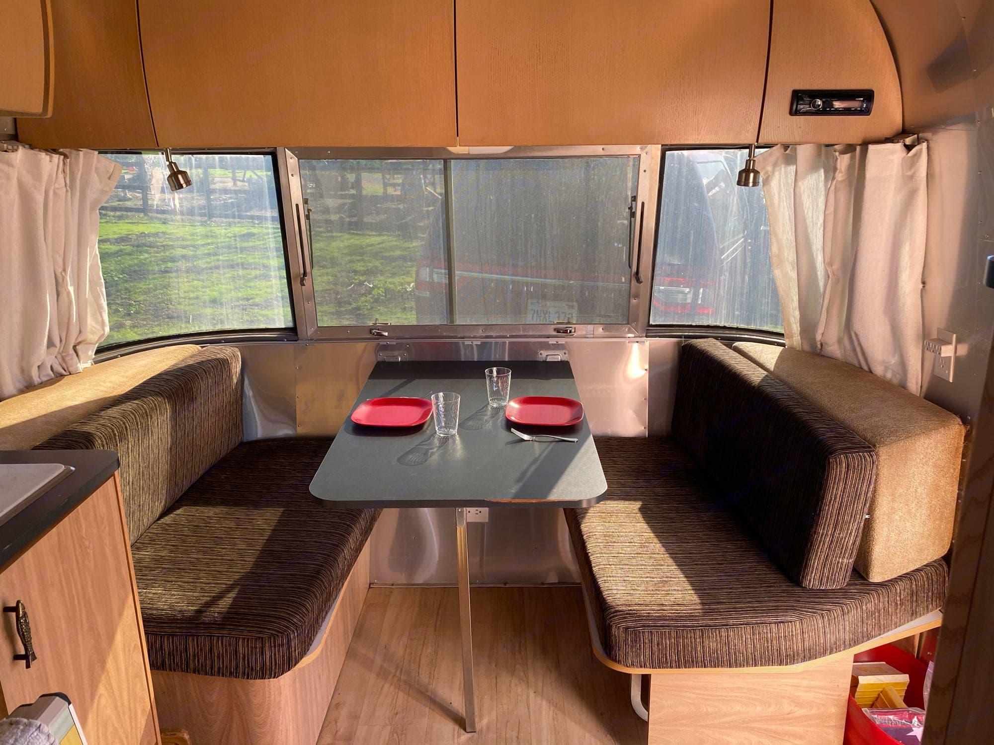 Dinette set up.. Airstream Safari 2007