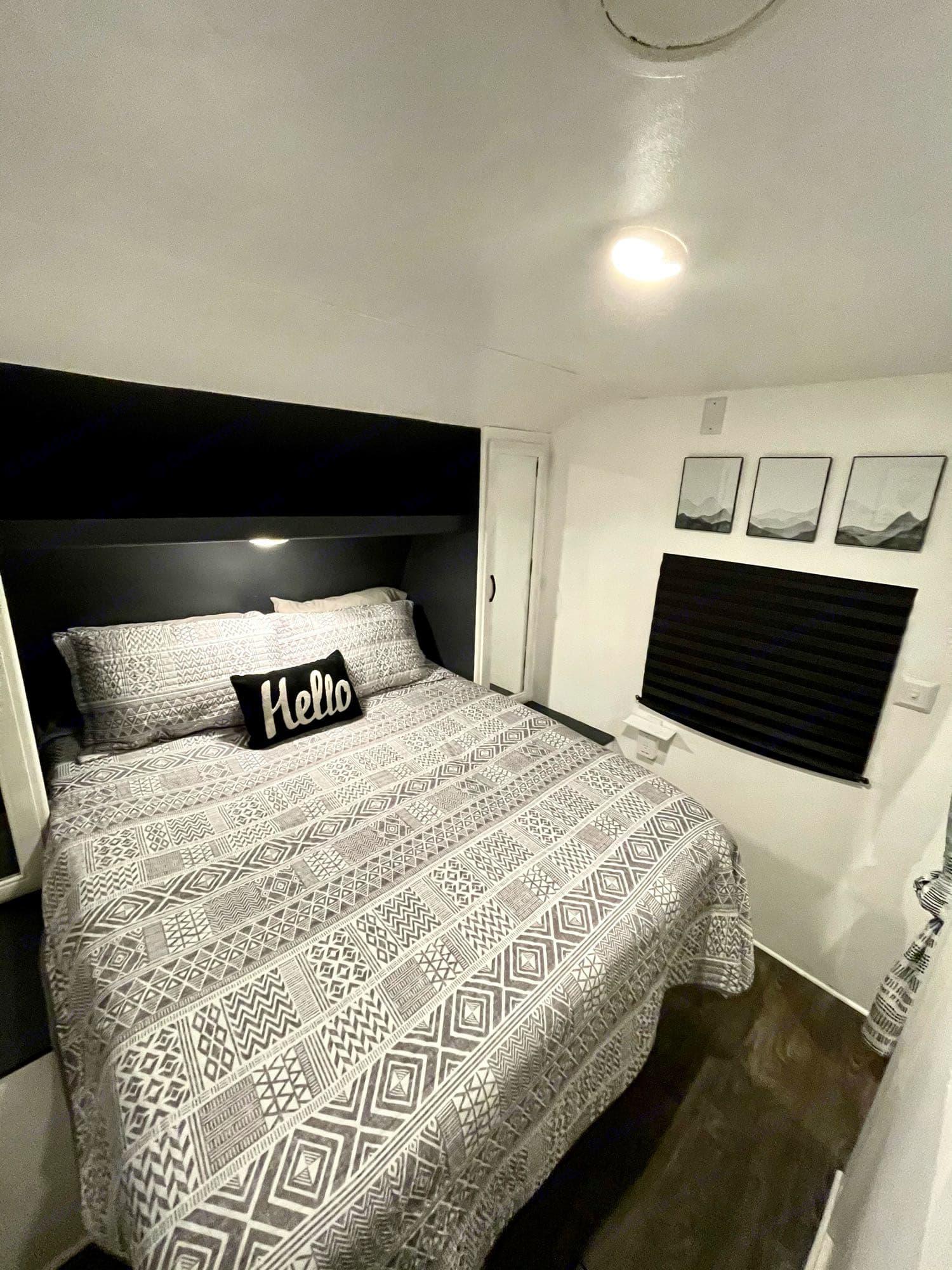 queen bedroom. Forest River Wildwood 2016