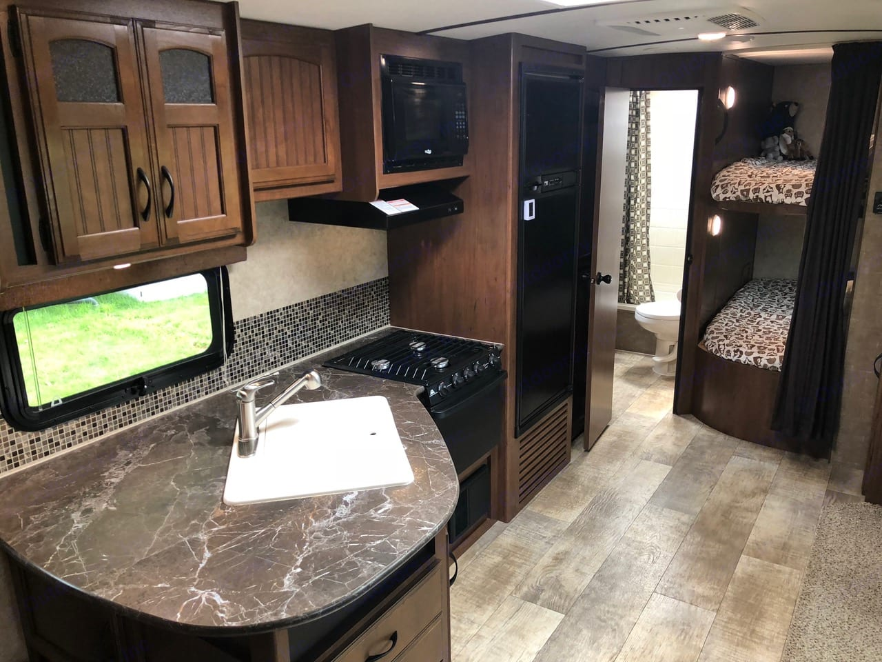 Cook your meals in the fully stocked kitchen when the weather outside is frightful. All the grilling and cooking utensils that you need.. Jayco White Hawk 2016