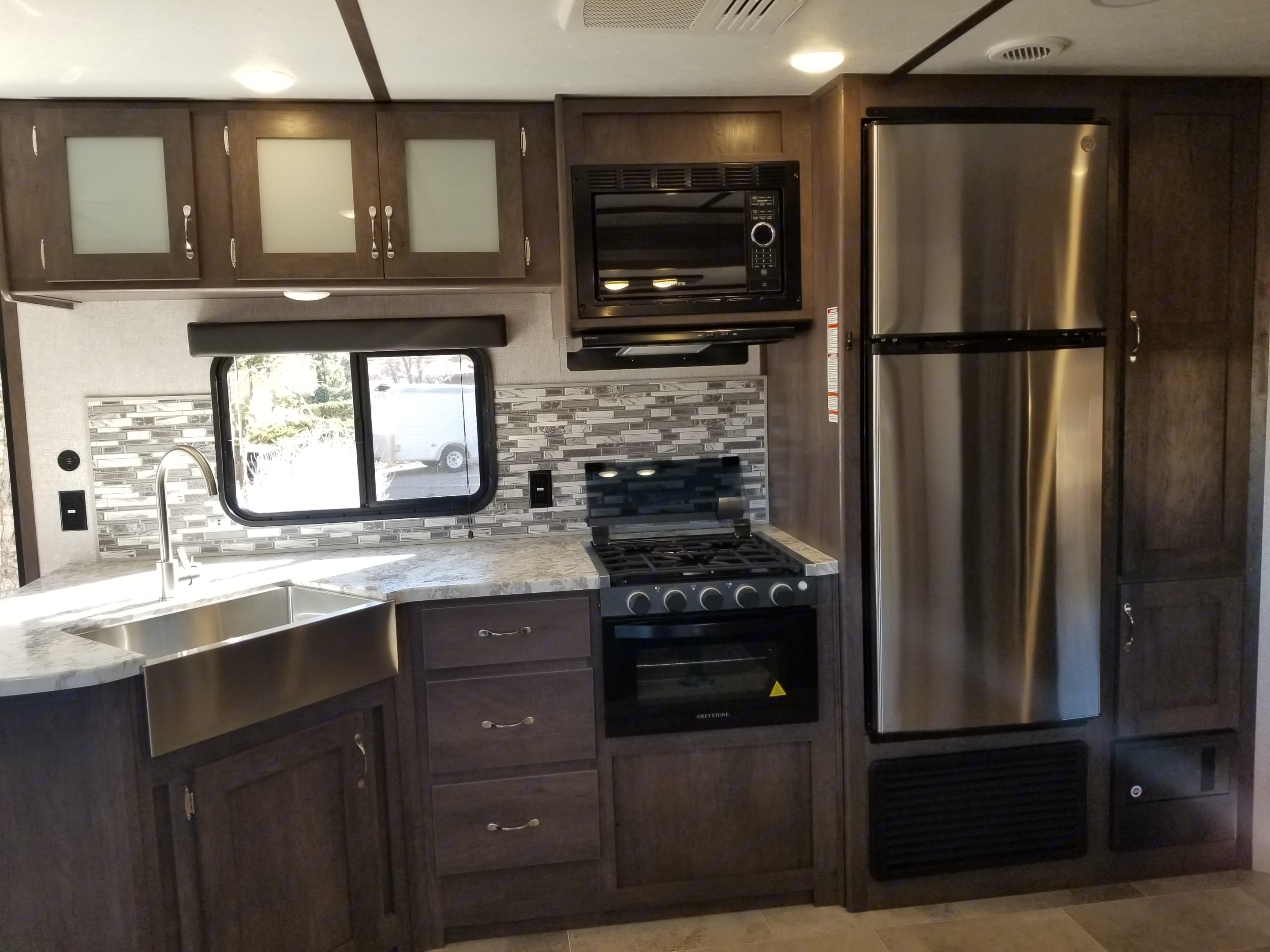 Great looking kitchen with nice finishes and plenty of space.. Dutchmen Coleman 2021