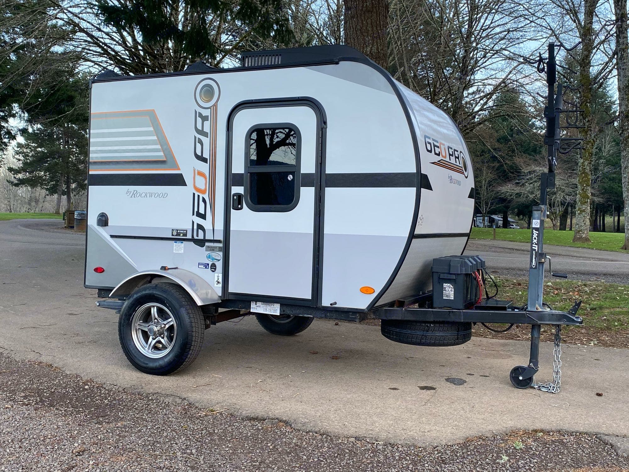 Weighing only 1250 pounds, Joey is easy to pull by just about any car or small SUV.. Rockwood Geo Pro RK12 2018