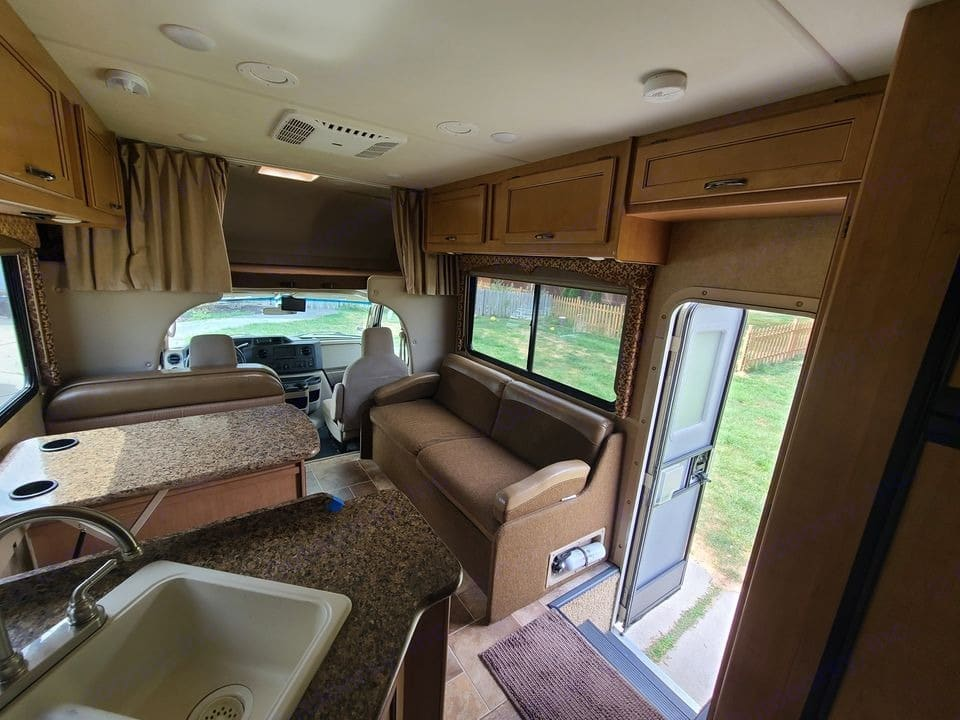 Seating with belts while driving. Thor Motor Coach Freedom Elite 2017