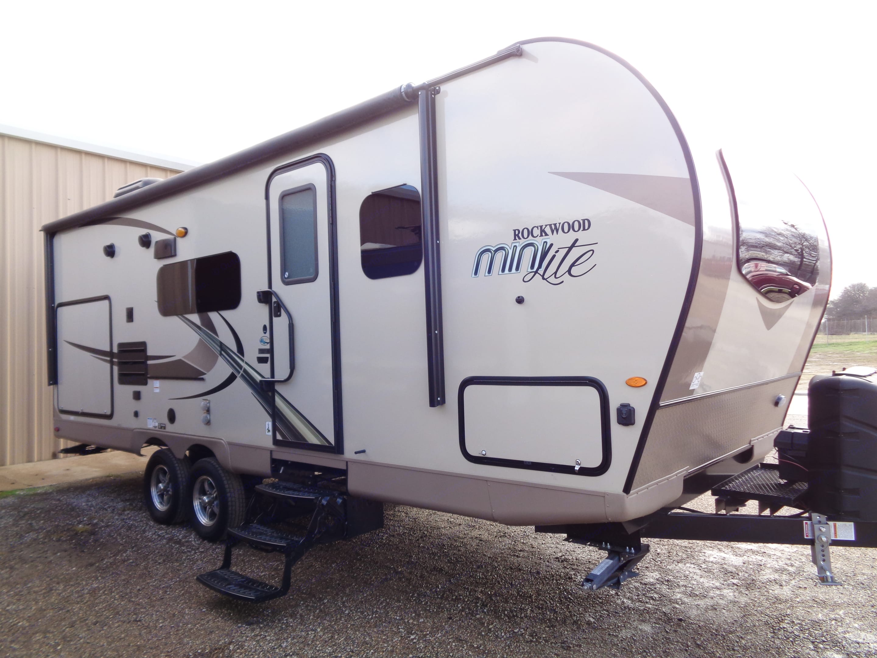 Nearly new fiberglass 26' with Murphy Bed feature. Forest River Rockwood Mini Lite 2019