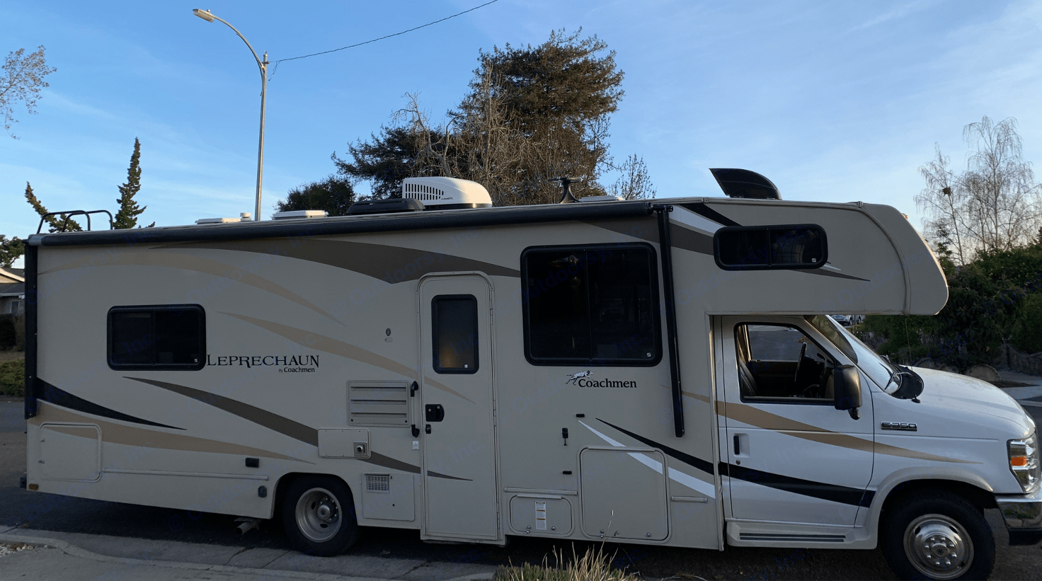 At 29 ft with no-pop-outs - this is one of the most straight-forward motorhomes to get on the road and into state parks. Coachmen Freelander 2019