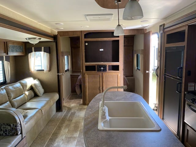 Master bedroom has 2 access doors for complete privacy from the rest of the living area.. Gulf Stream Innsbruck 2018