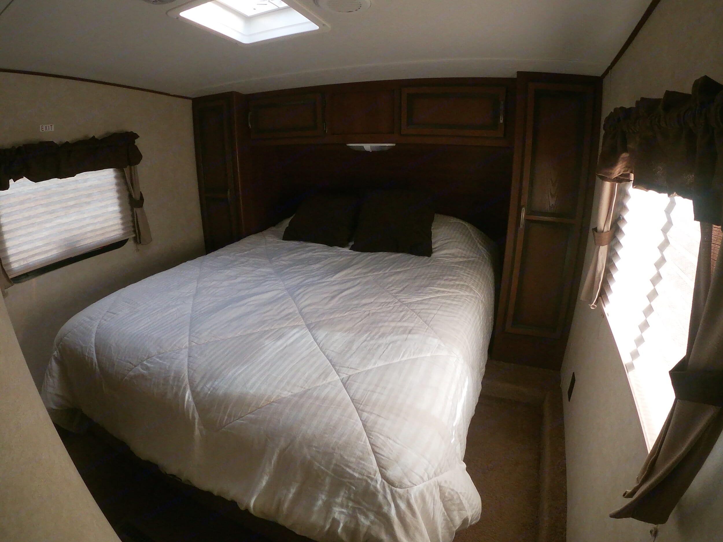 After market Queen mattress - not your regular skimpy RV mattress!. Crossroads Zinger 2013