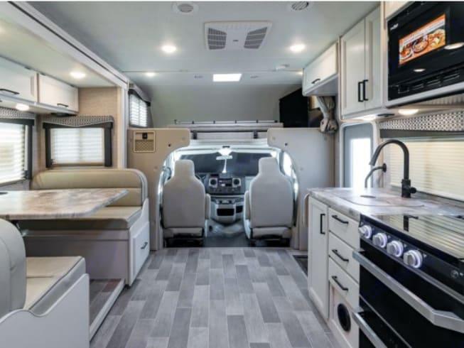 Thor Motor Coach Chateau 24F 2022