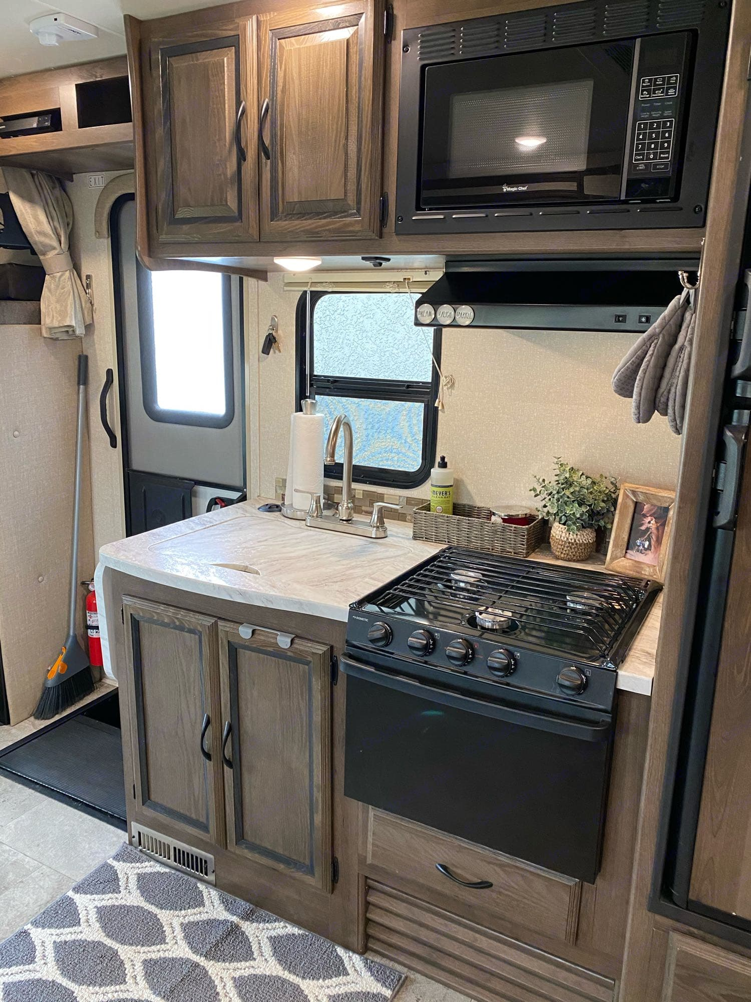 full size sink and oven/stovetop. Coachmen Prism 2019