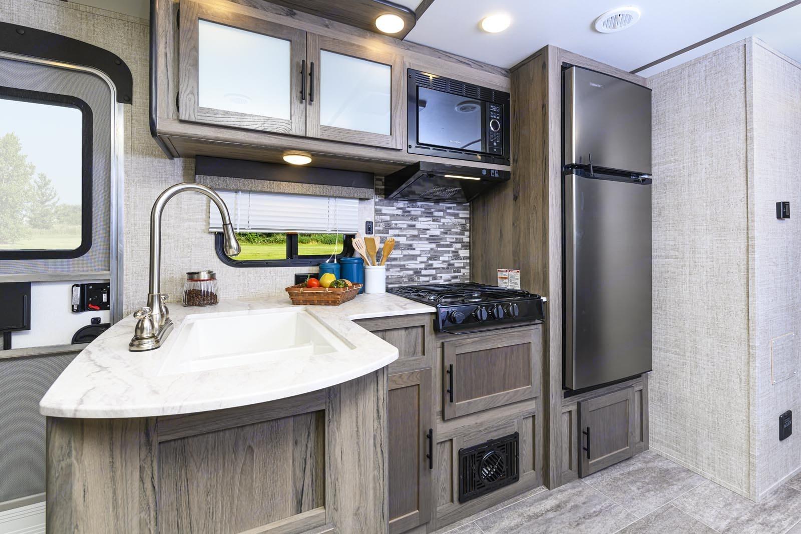Kitchen. Gulf Stream Amerilite 2021