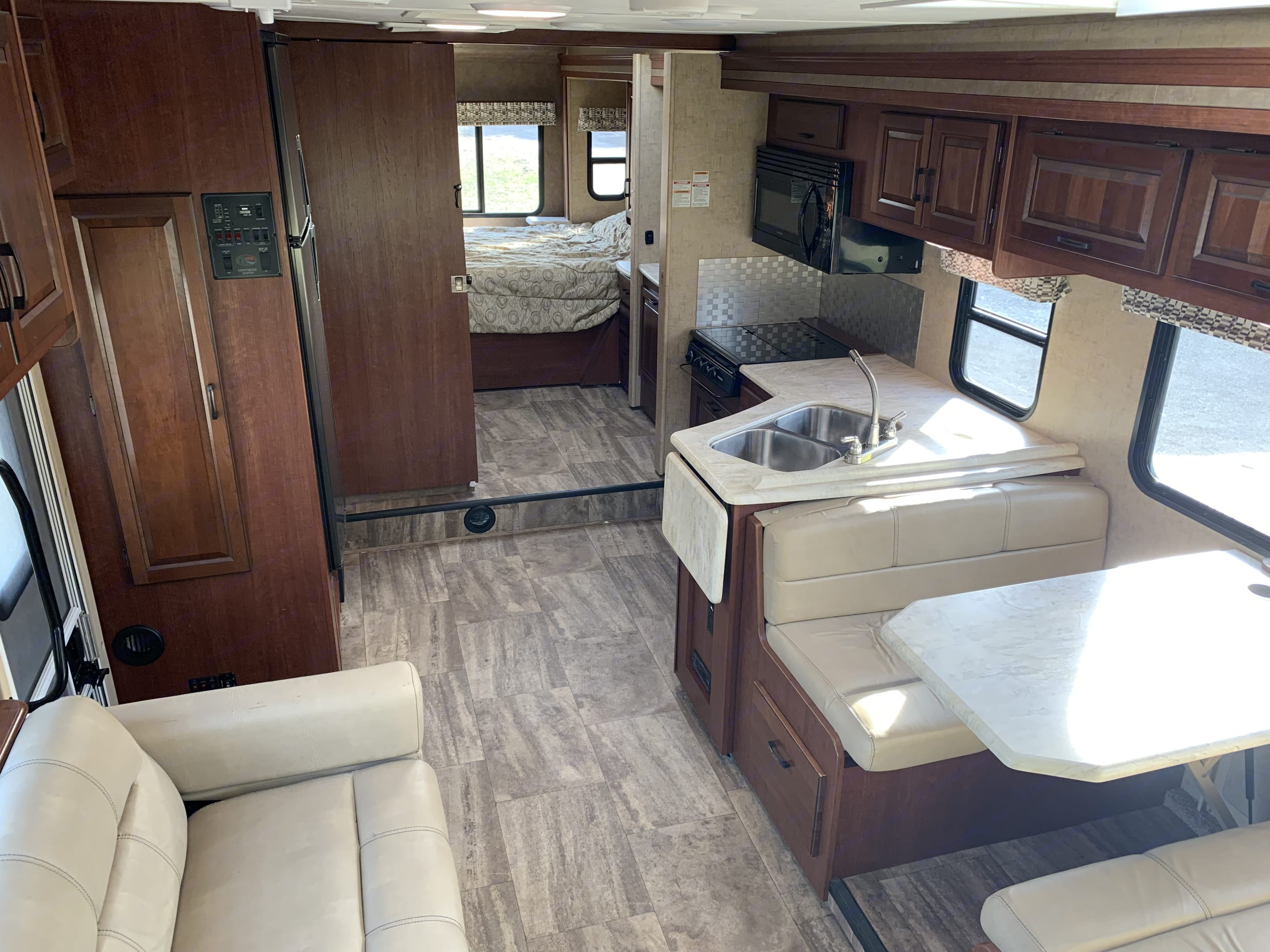 Large kitchen and dining room. Ford E450 2016