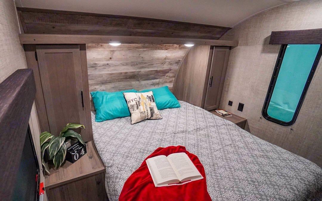 Private Master Bedroom. Gulf Stream Amerilite 2021