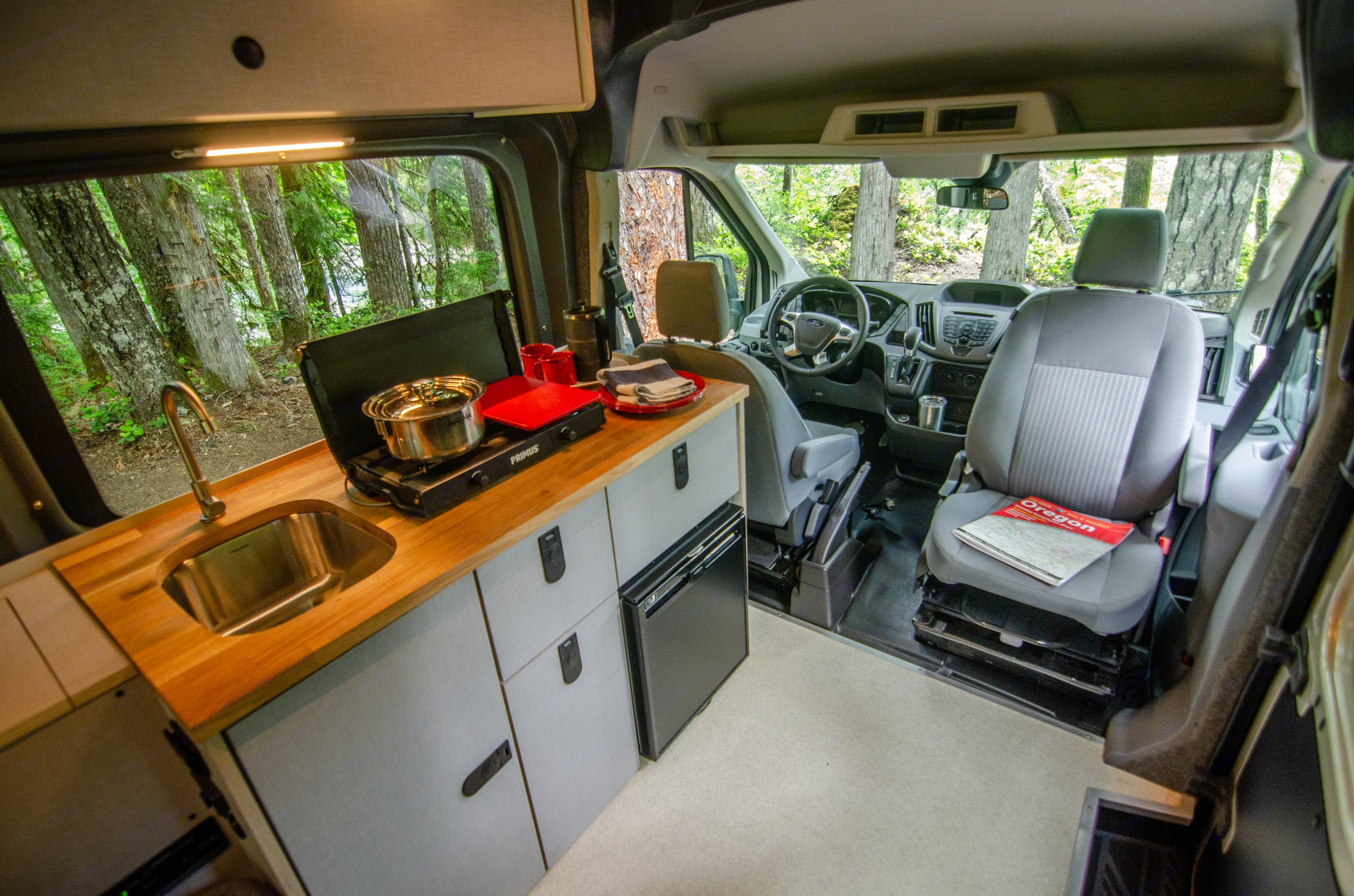 Full kitchen and front swivel seat. Ford Transit 2017