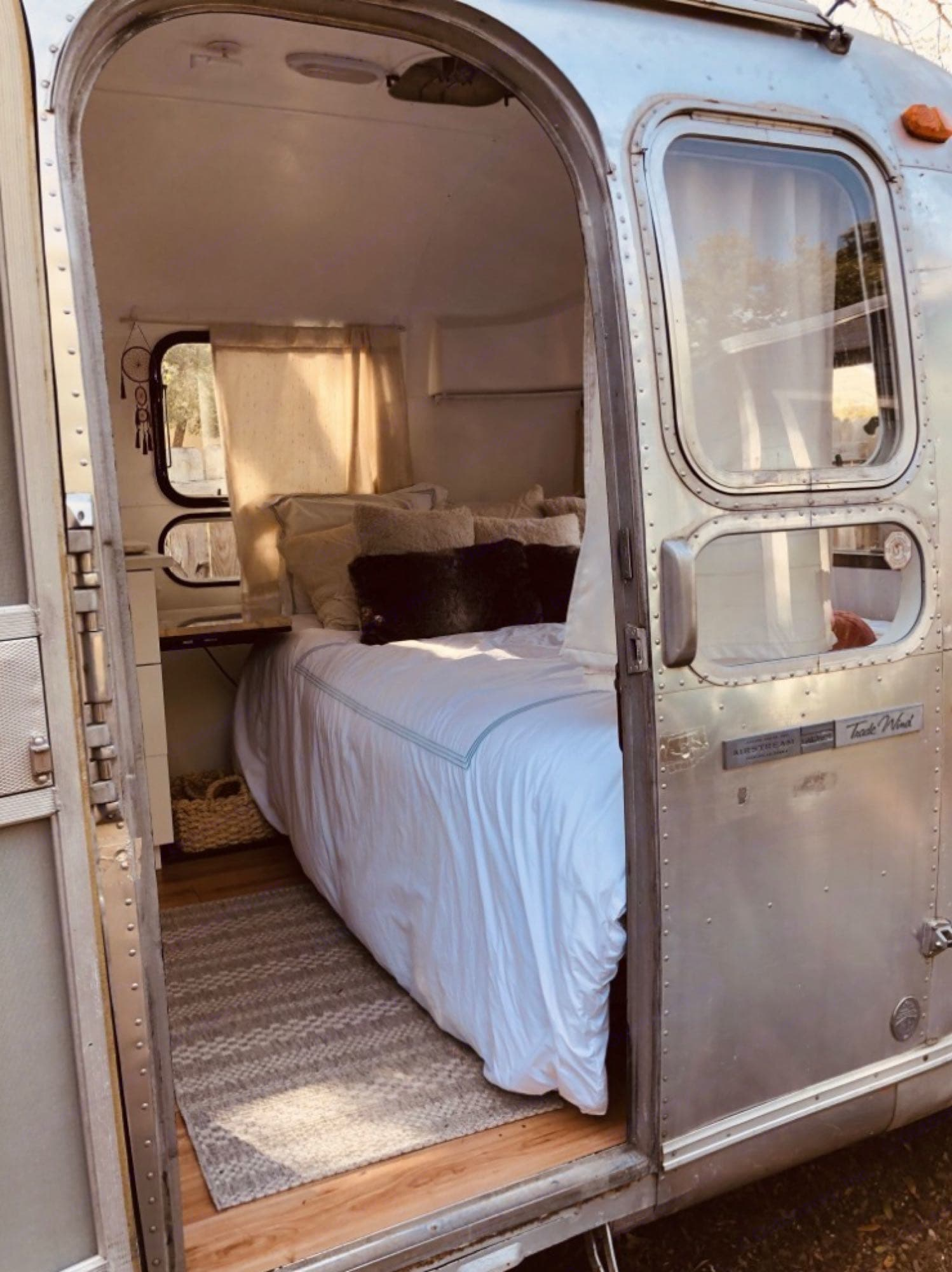 Front bedroom. Airstream Land Yacht 1970