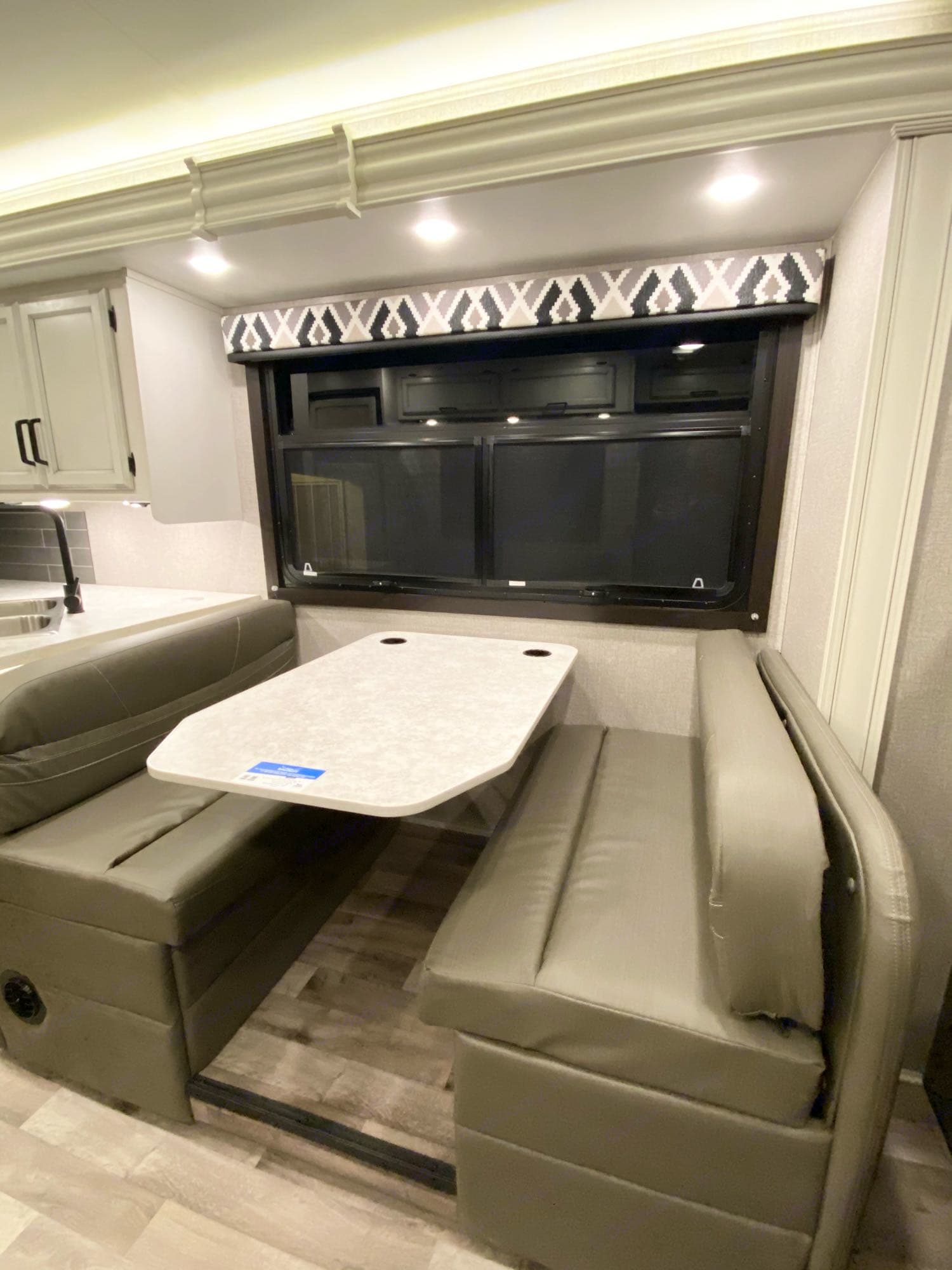 Dinette, with 4 seatbelts. Jayco Redhawk 2021