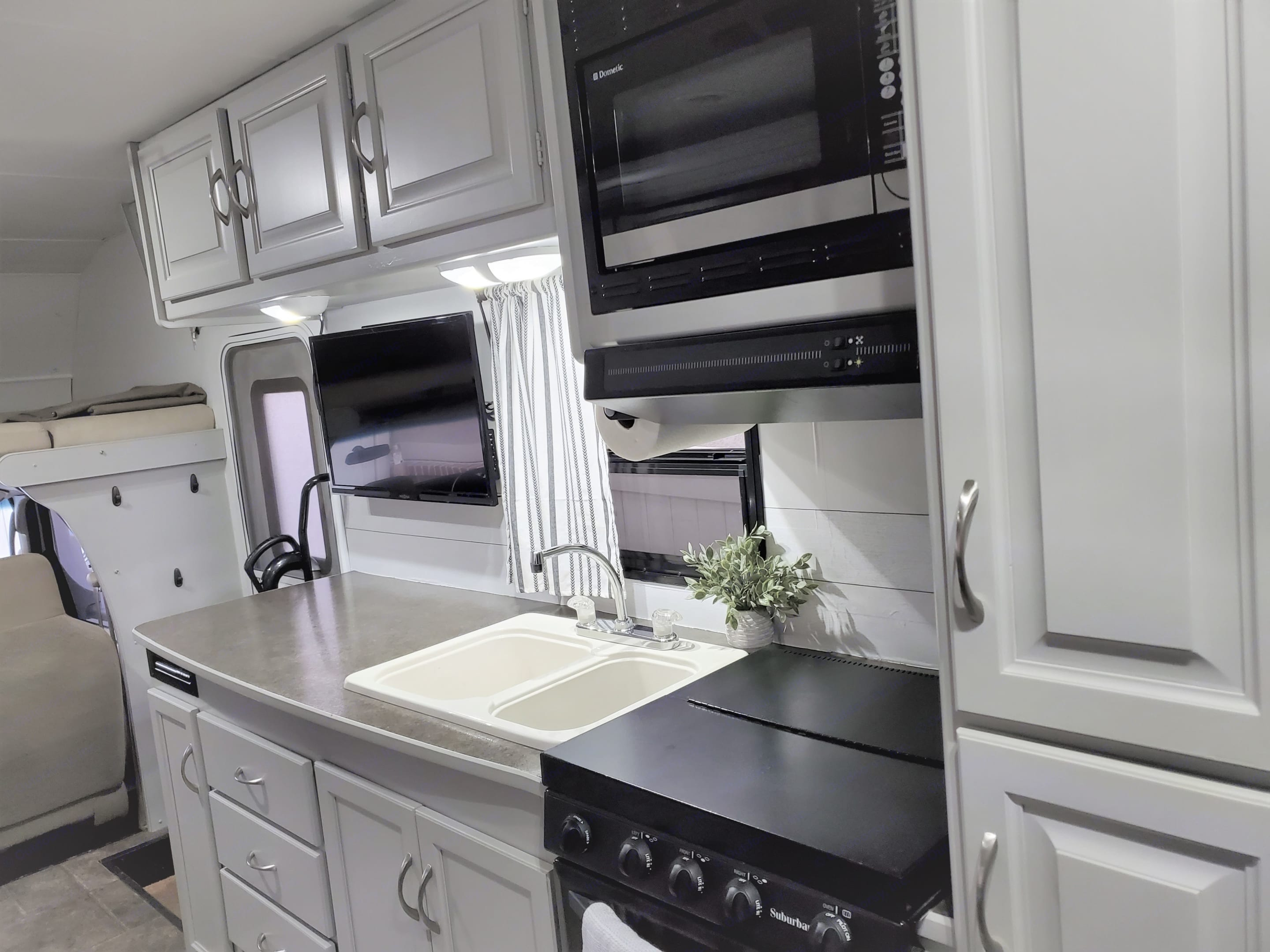 Upgraded appliances and lots of counter space. Winnebago Minnie Winnie 2015