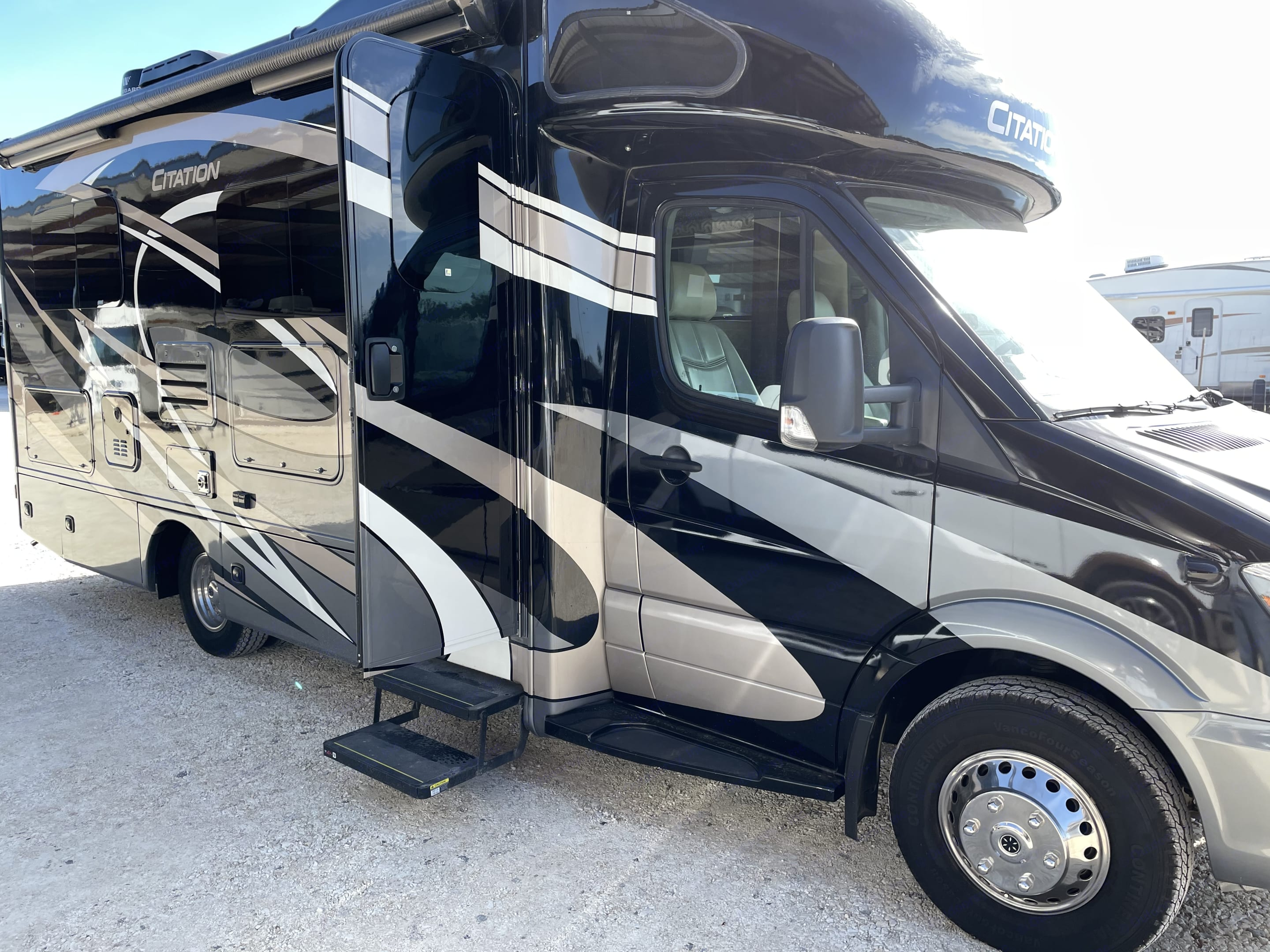 Outdoor awning and TV cover.. Mercedes-Benz Citation Sprinter 2019