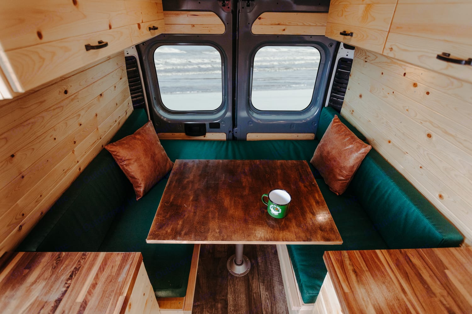 Ample dining area that converts to a queen size bed.. Ram ProMaster 2019