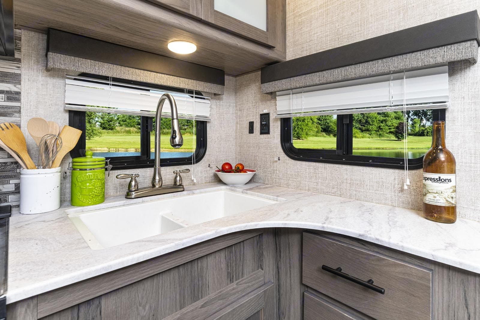 Plenty space to prep and cook your meals.. Gulf Stream Amerilite 2021