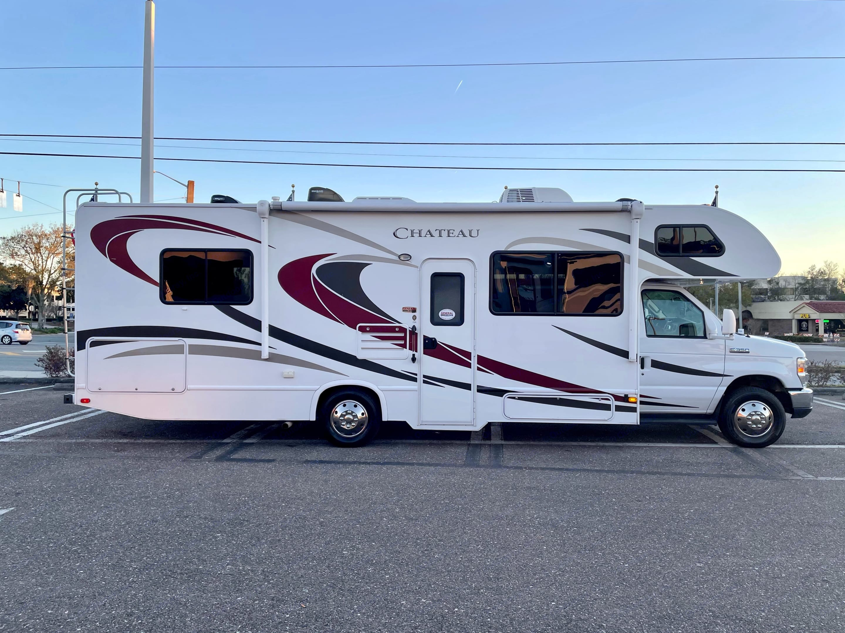 Class C RV Motor Home with the cab over bunk. . Thor Motor Coach Chateau 2016