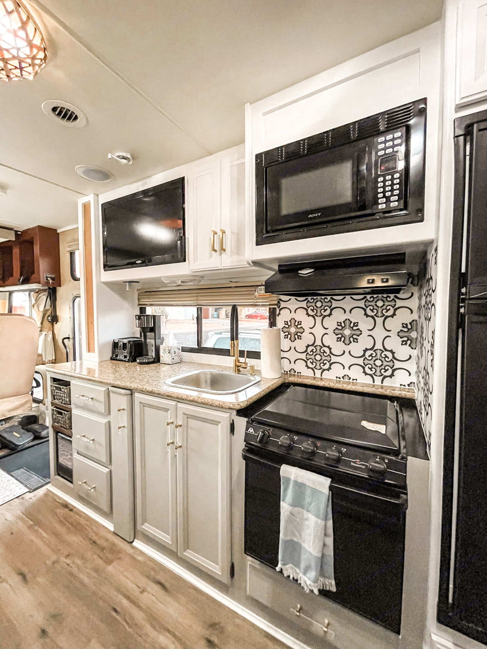 This kitchen has great counter space for cooking. Microwave, stove, oven, toaster, and coffee maker. . Thor Motor Coach A.C.E 2014
