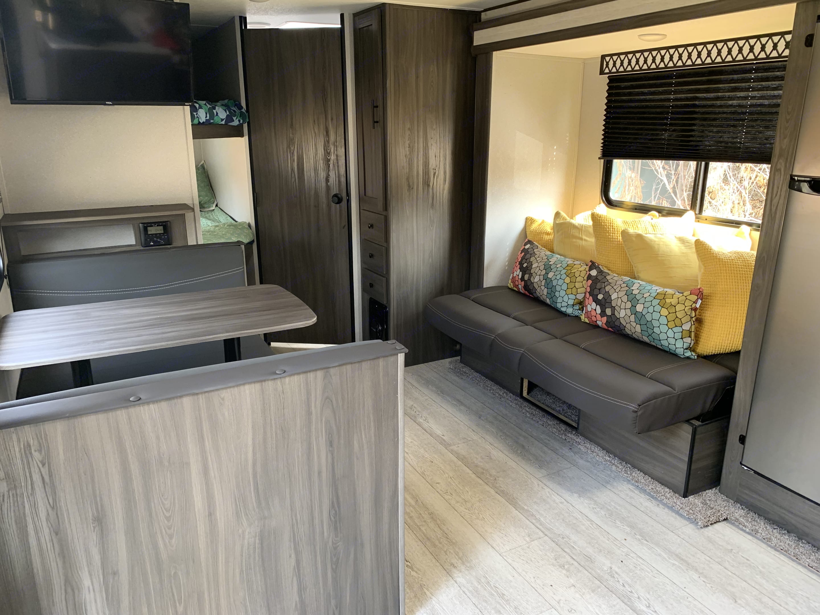 Overview of the hang out area.  Smart TV equipped with USD port, bluetooth stereo, and super comfy lounge with the pillows.. Shasta SALEM25RS 2021