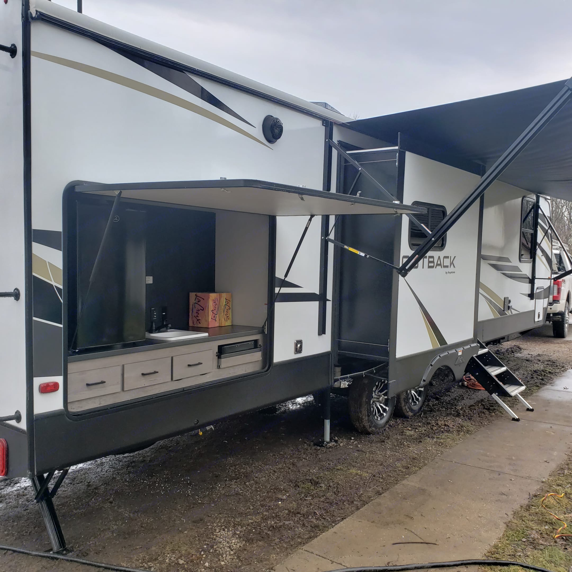 Full outdoor kitchen . Keystone Outback 2021