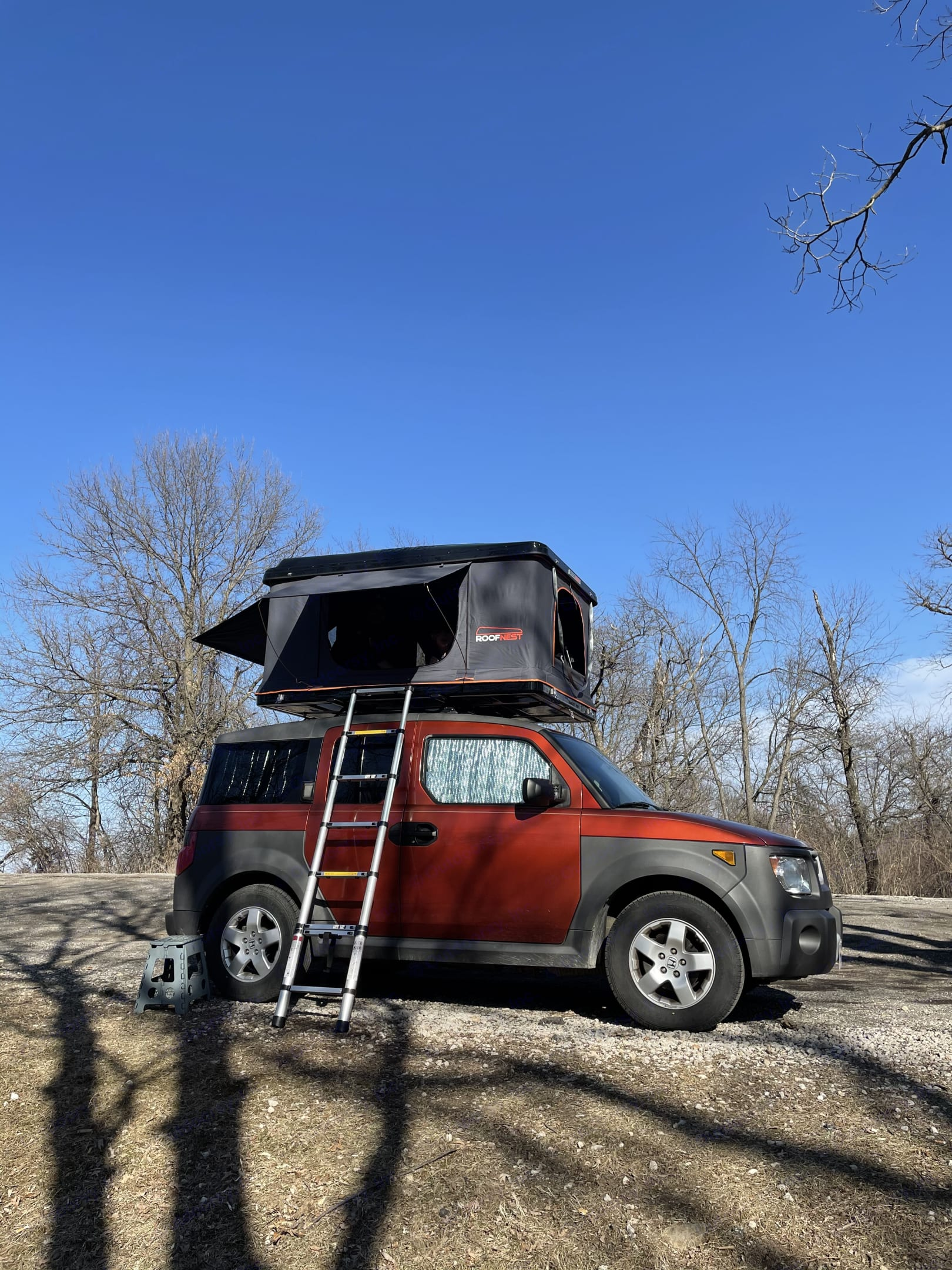 Just in case your high jump isn't at Olympic levels, Orange has a ladder to get in and out of the tent.. Honda Element 2005