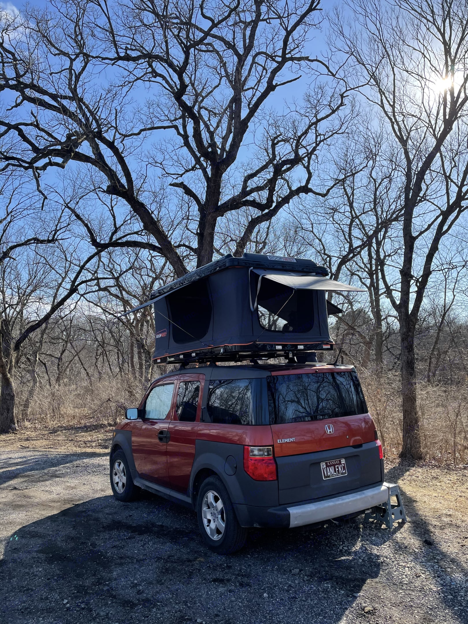 The rooftop tent has 3 different awnings to give you a great panoramic view and shade from the Sun. Honda Element 2005