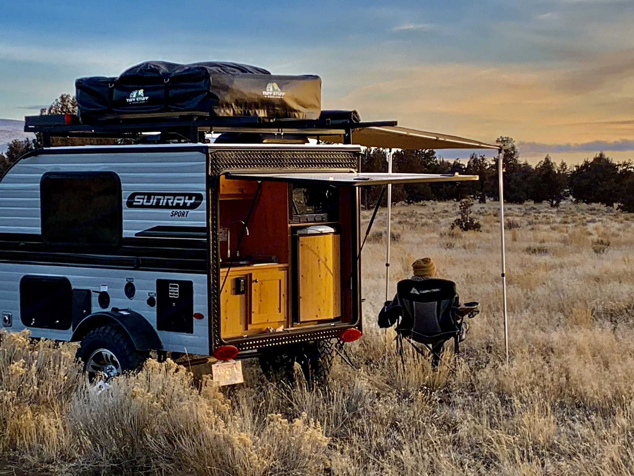 Stop anywhere and breakout  breakfast, lunch or dinner in this full kitchen.  Charge batteries all day with roof top solar. . Sunset Park & Rv Inc. Sunray 109 Sport 2021