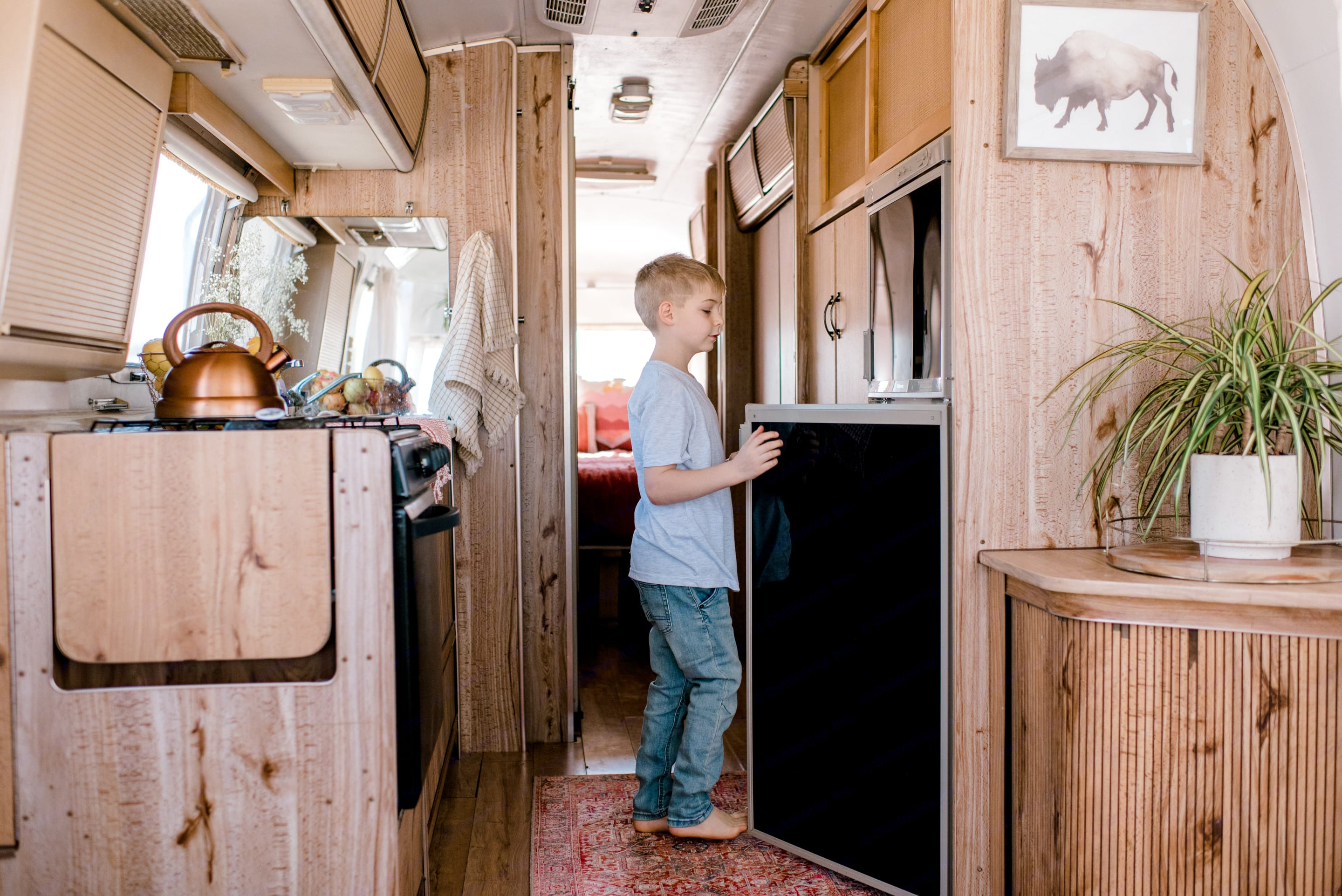Camping is so much nicer with some modern amenities available! Carolina comes complete with a fridge, freezer, stove, oven, and kitchen sink.. Airstream Excella 1983