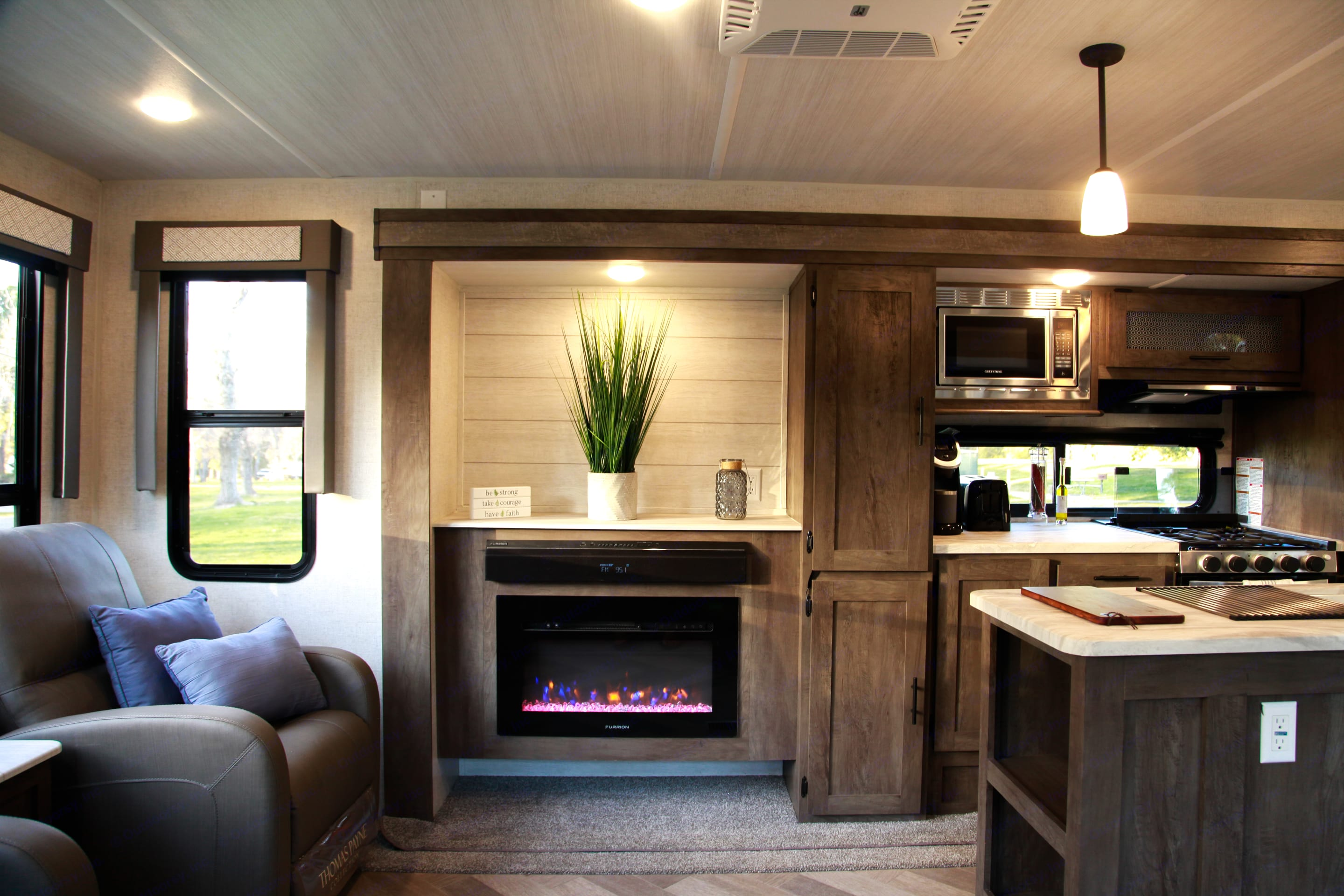 Turn the fireplace and stay cozy. Forest River Wildwood 2021