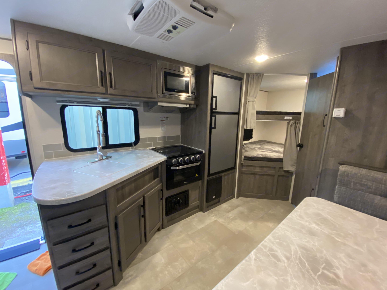 Oven, 3 burner stove, microwave, fridge/freezer. Coachmen Apex 2021