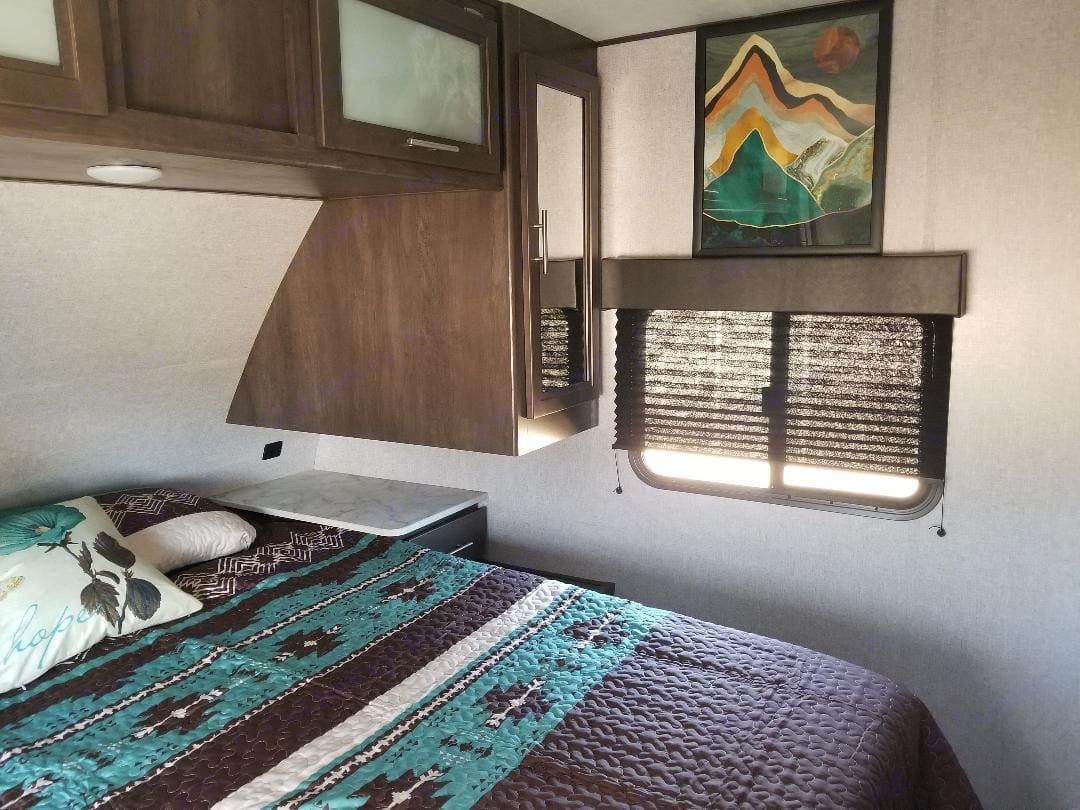 Queen bed with gel infused mattress topper. Dutchmen Coleman 2021