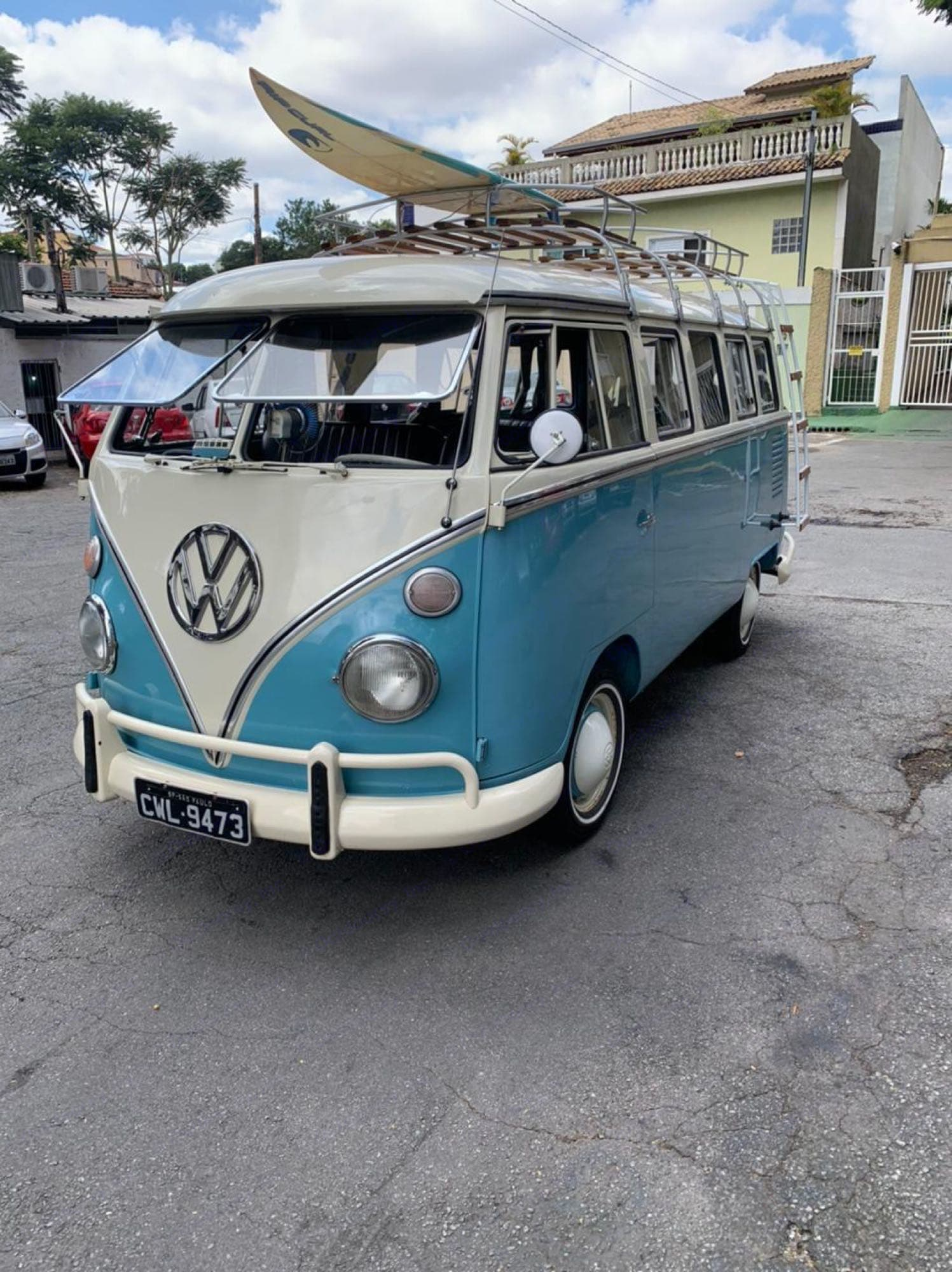 Volkswagen Kombi Surf Bus 1973